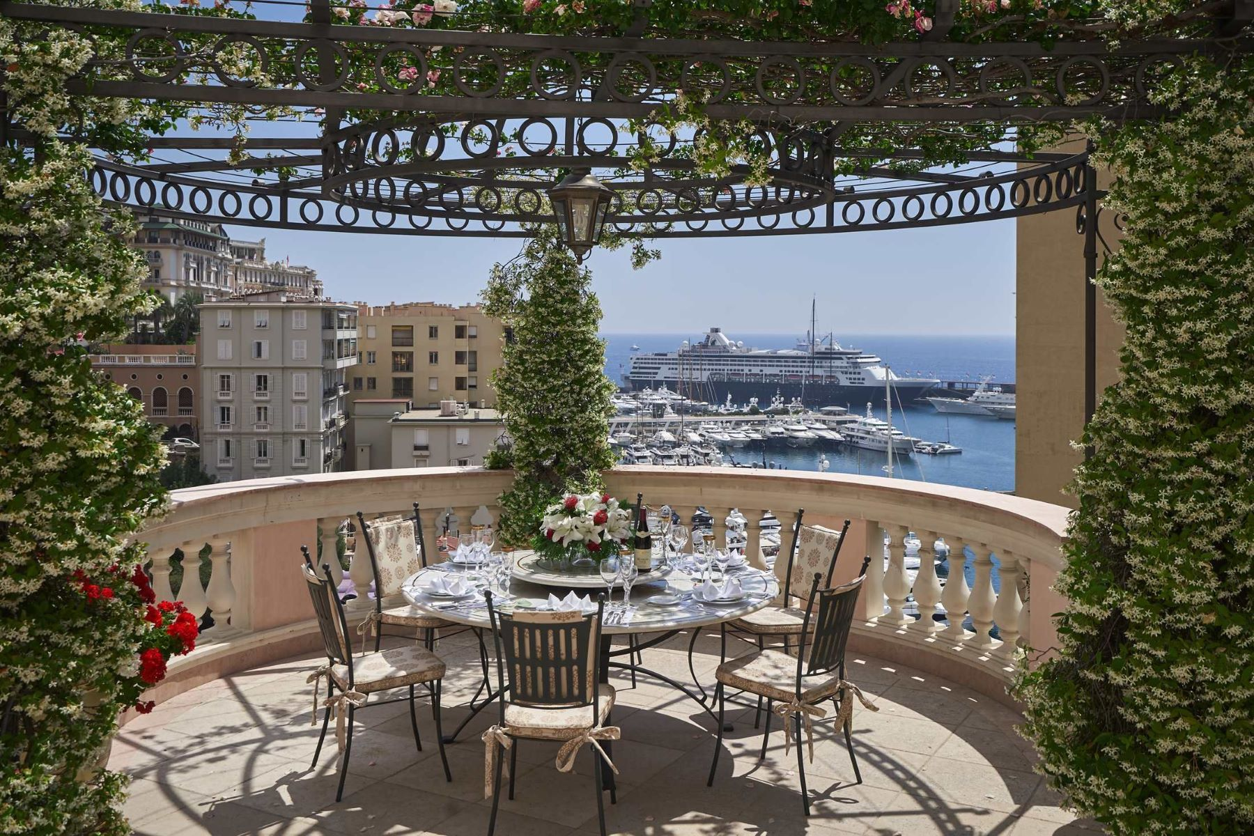 Single Family Homes 为 销售 在 Exceptional Villa overlooking the Port. Monaco, La Condamine 98000 摩纳哥