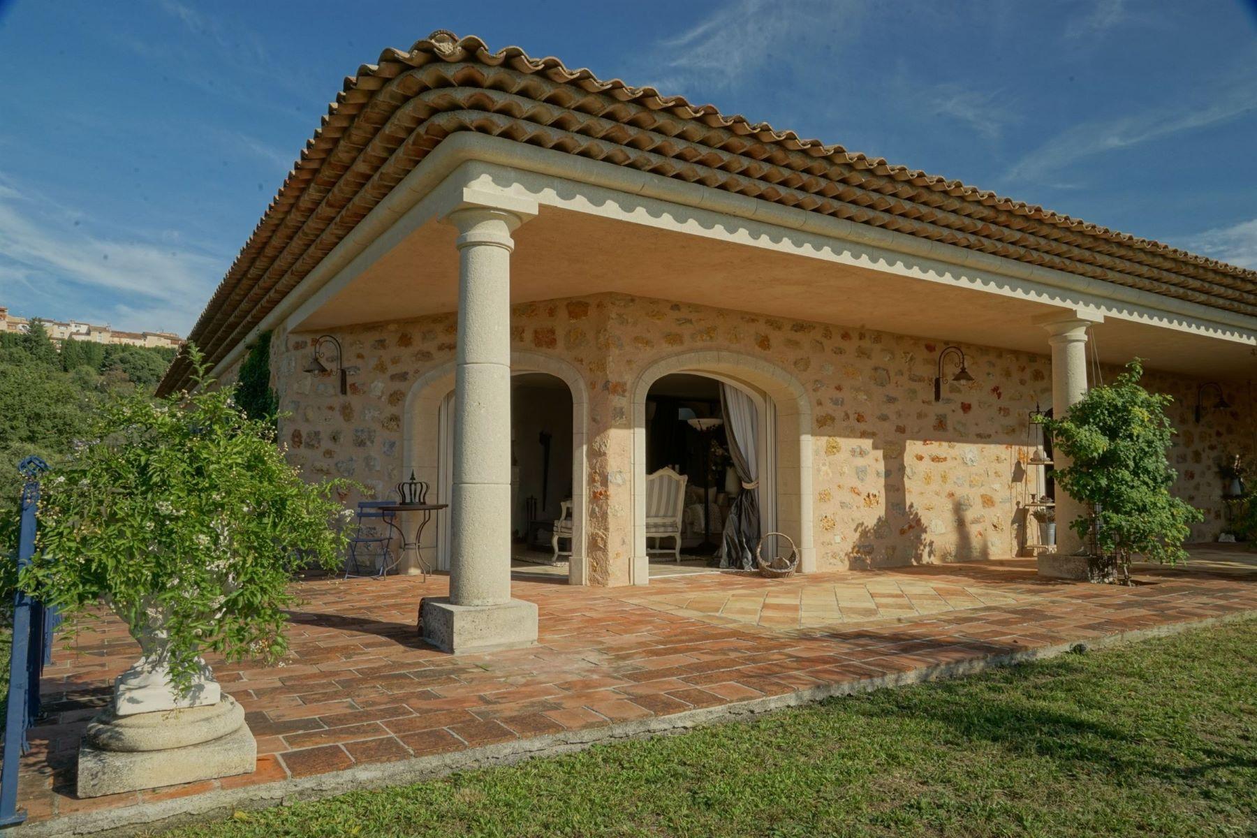 Single Family Homes por un Venta en Montauroux: villa, old stone, best location Montauroux, Provincia - Alpes - Costa Azul 83440 Francia