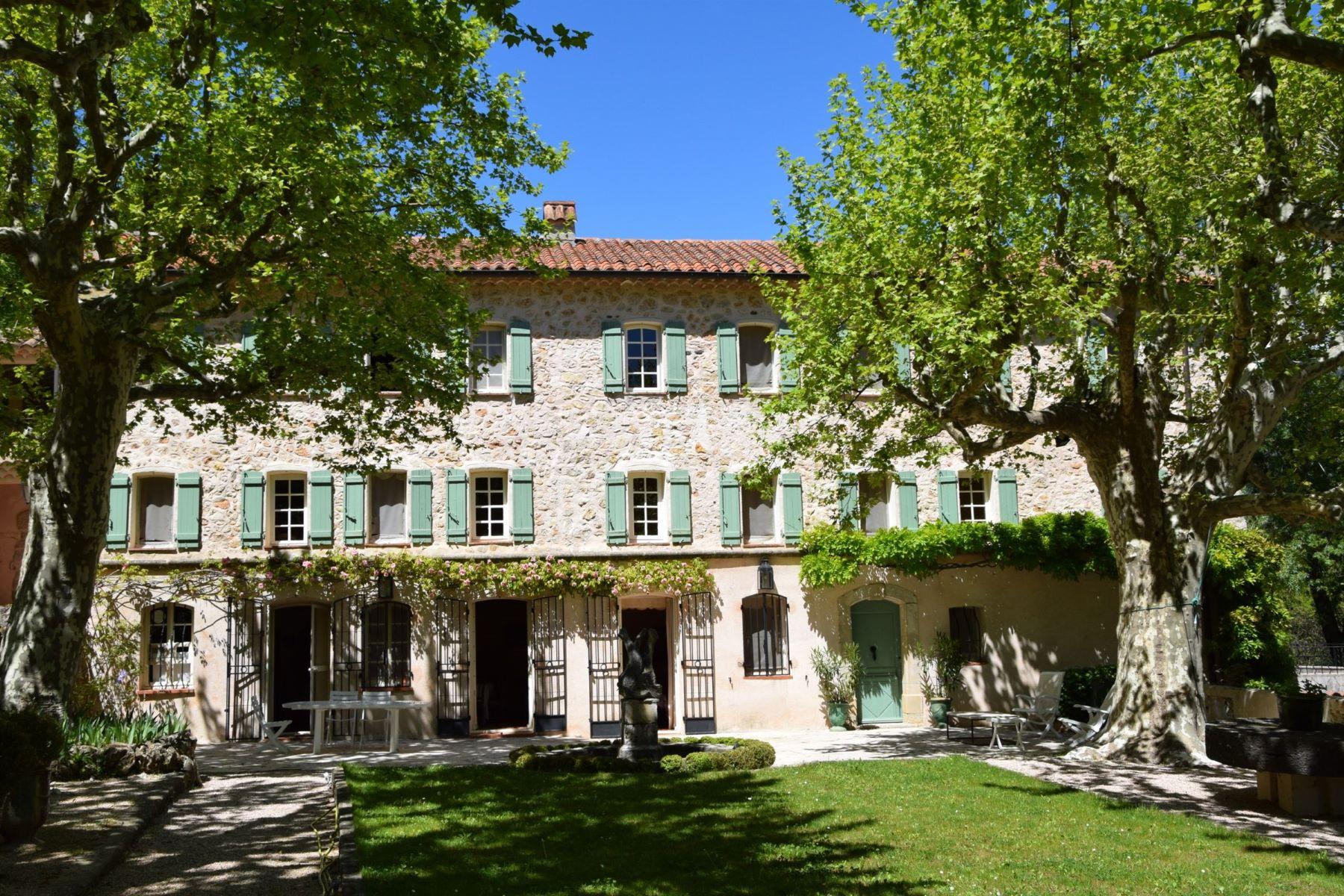 Single Family Homes por un Venta en Bastide with a separate house on 1.7 ha Bargemon, Provincia - Alpes - Costa Azul 83830 Francia