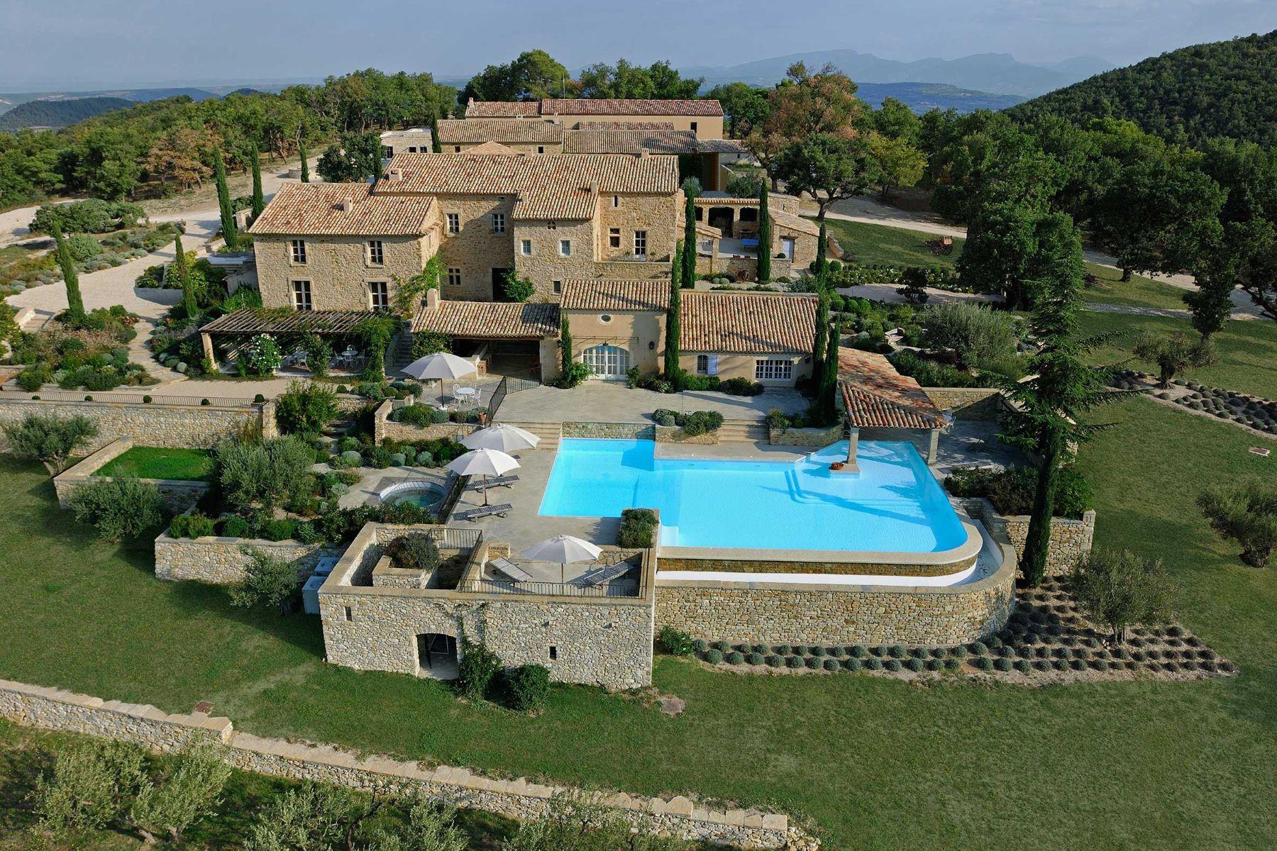 Maison unifamiliale pour l à louer à Exceptional vineyard property for rent in Vaucluse Vaison La Romaine, Provence-Alpes-Cote D'Azur, 84110 France