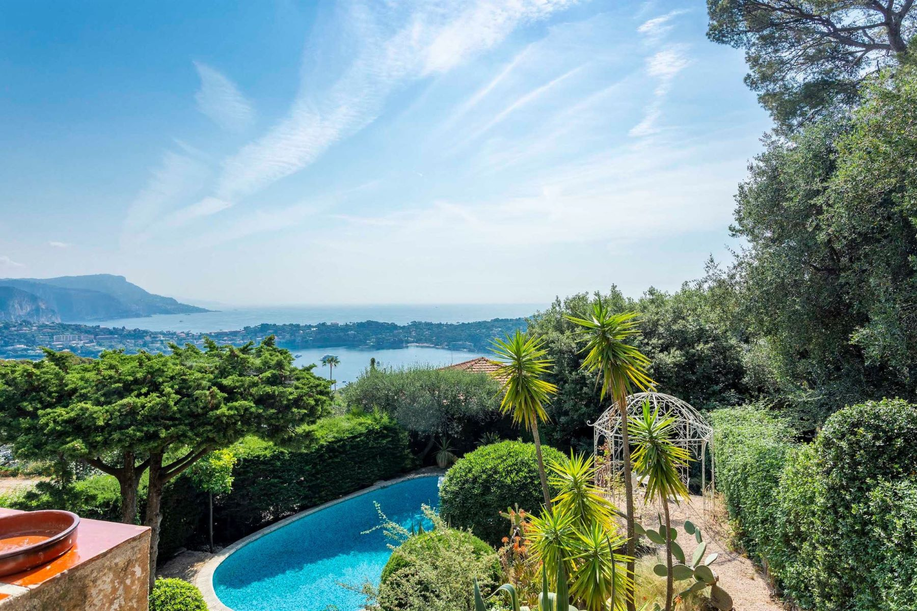 Single Family Homes por un Venta en Charming Villa overlooking the Bay of Villefranche-sur-Mer Villefranche Sur Mer, Provincia - Alpes - Costa Azul 06230 Francia