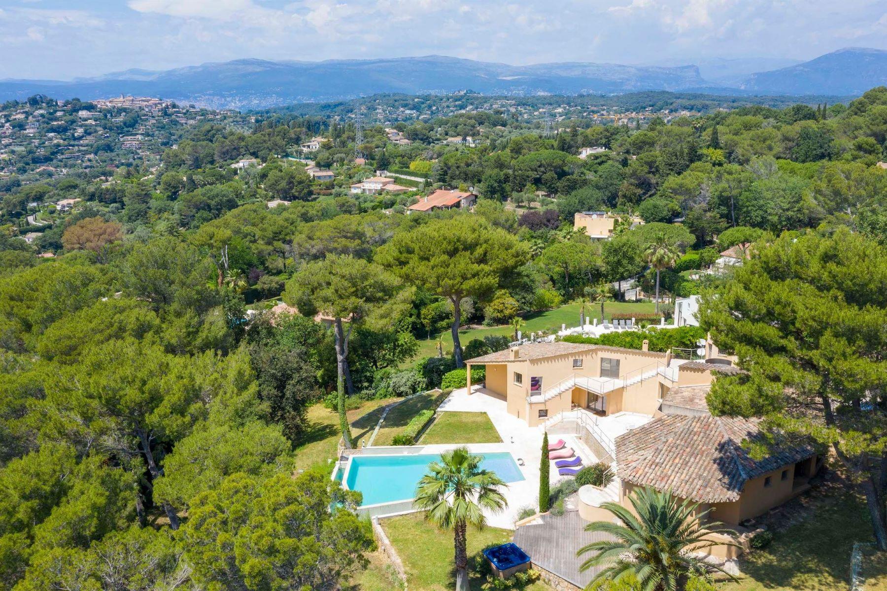 Single Family Homes por un Venta en For sale in Mougins, close to the Etabg de Fontmerle, Luxury house Mougins, Provincia - Alpes - Costa Azul 06250 Francia