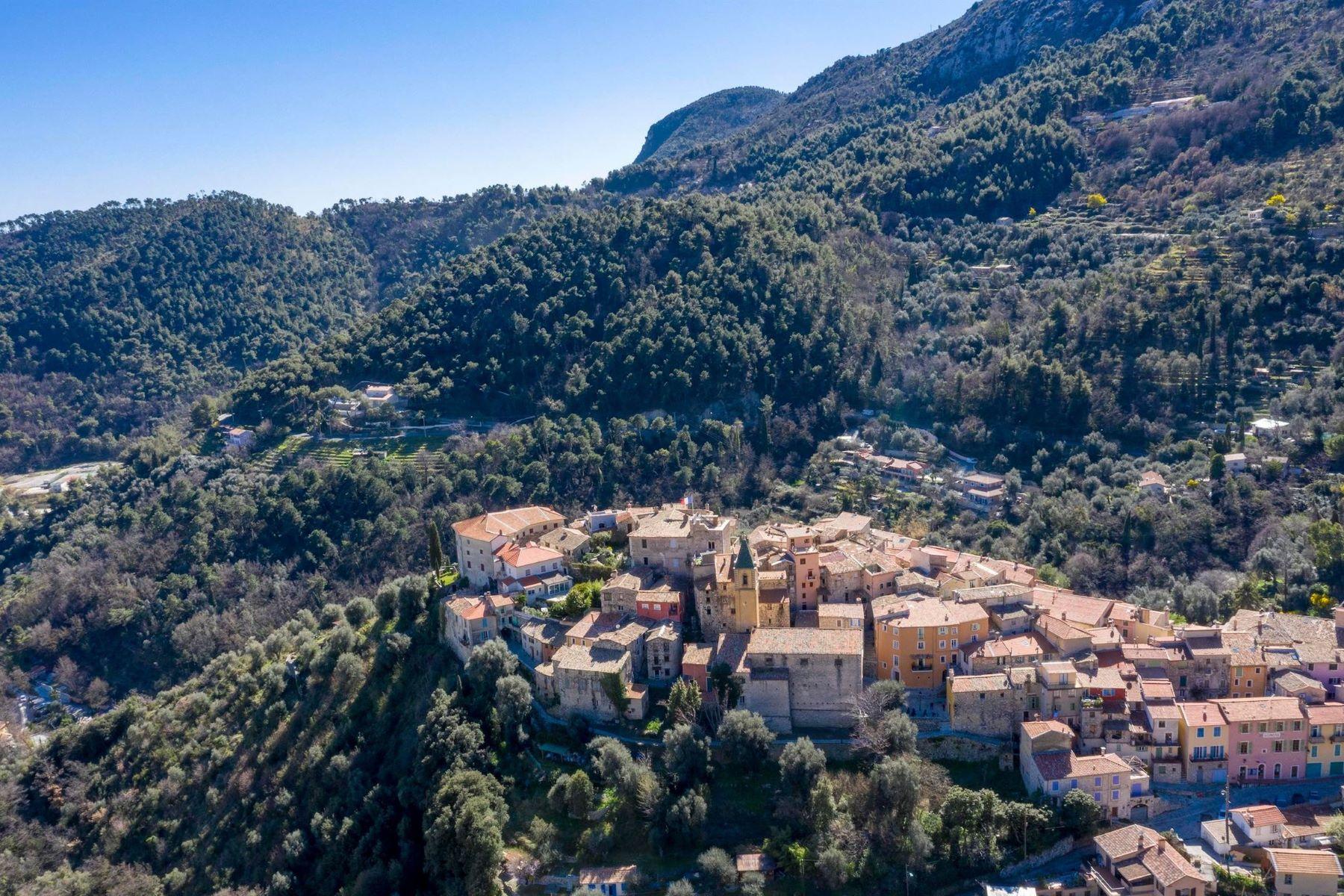 Single Family Homes por un Venta en Lovely villa in the heart of Gorbio Menton, Provincia - Alpes - Costa Azul 06500 Francia