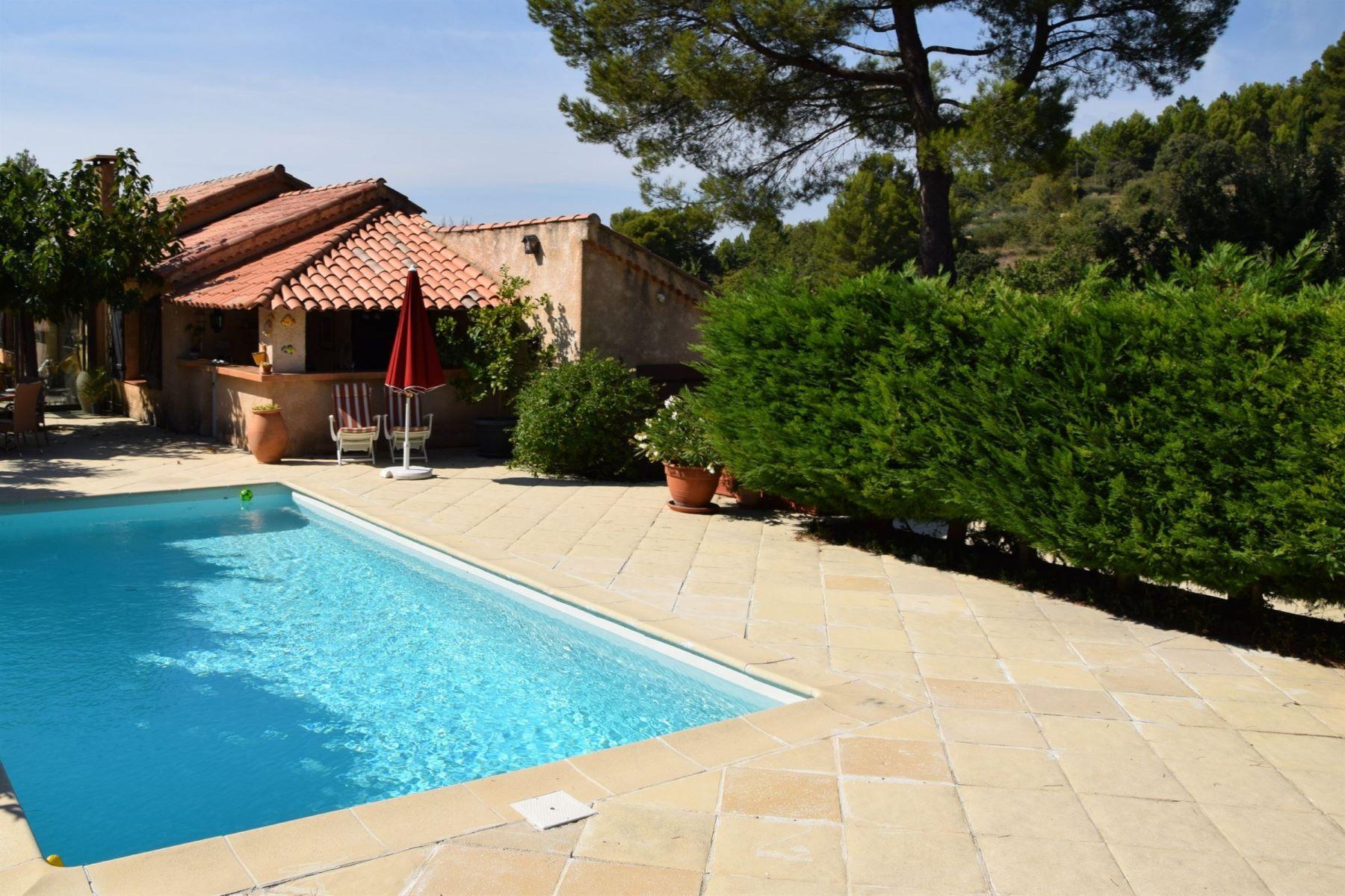 Single Family Homes por un Venta en Villa with Pool Tourtour, Provincia - Alpes - Costa Azul 83690 Francia