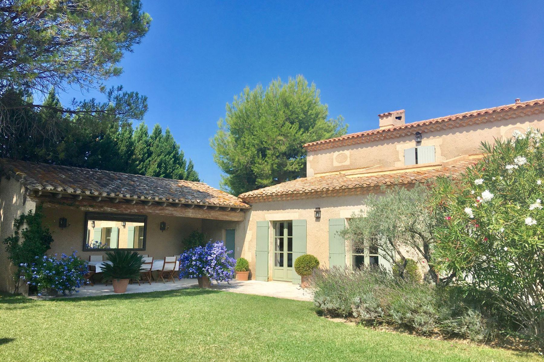 Single Family Homes por un Venta en Eygalières, beautiful property walking distance from the village center Eygalieres, Provincia - Alpes - Costa Azul 13810 Francia