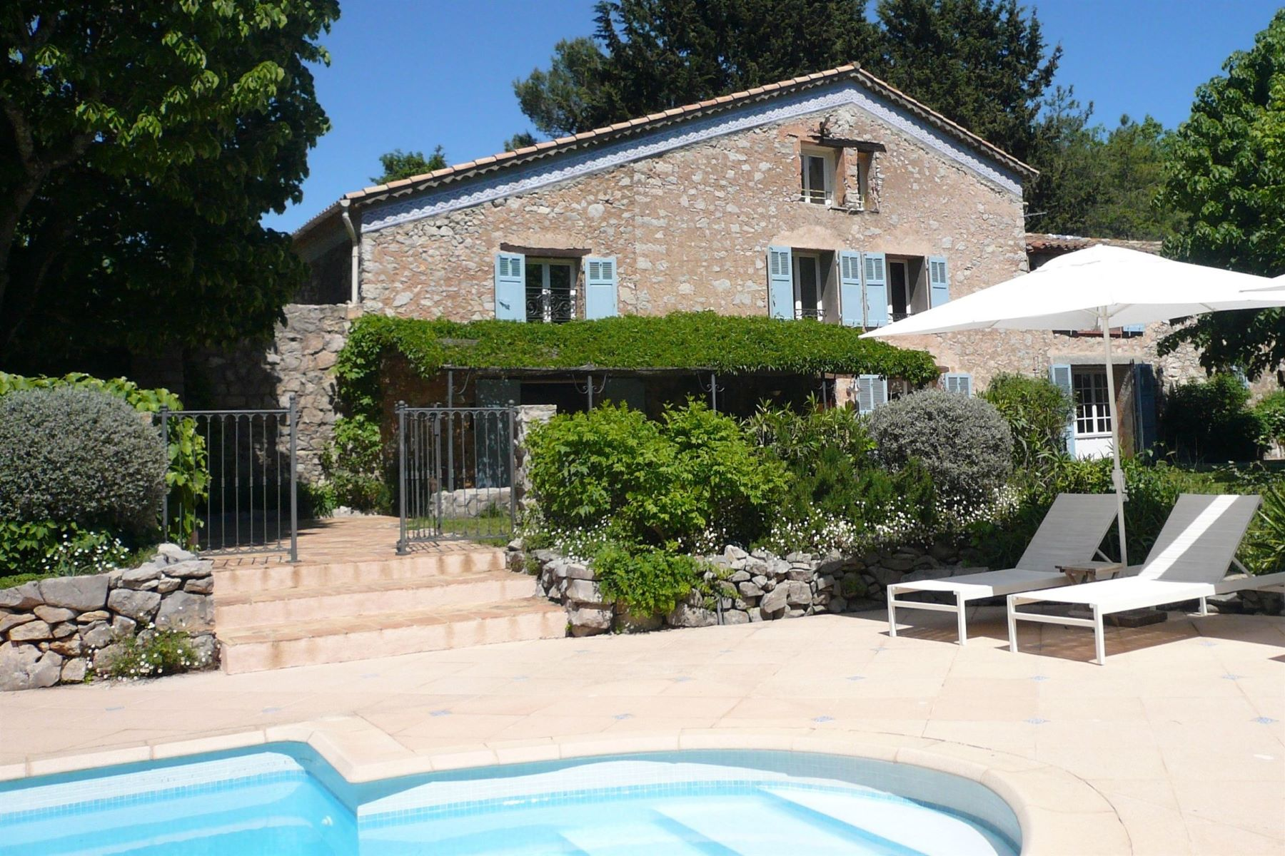 Single Family Homes por un Venta en Renovated, authentic stone farm house Fayence, Provincia - Alpes - Costa Azul 83440 Francia