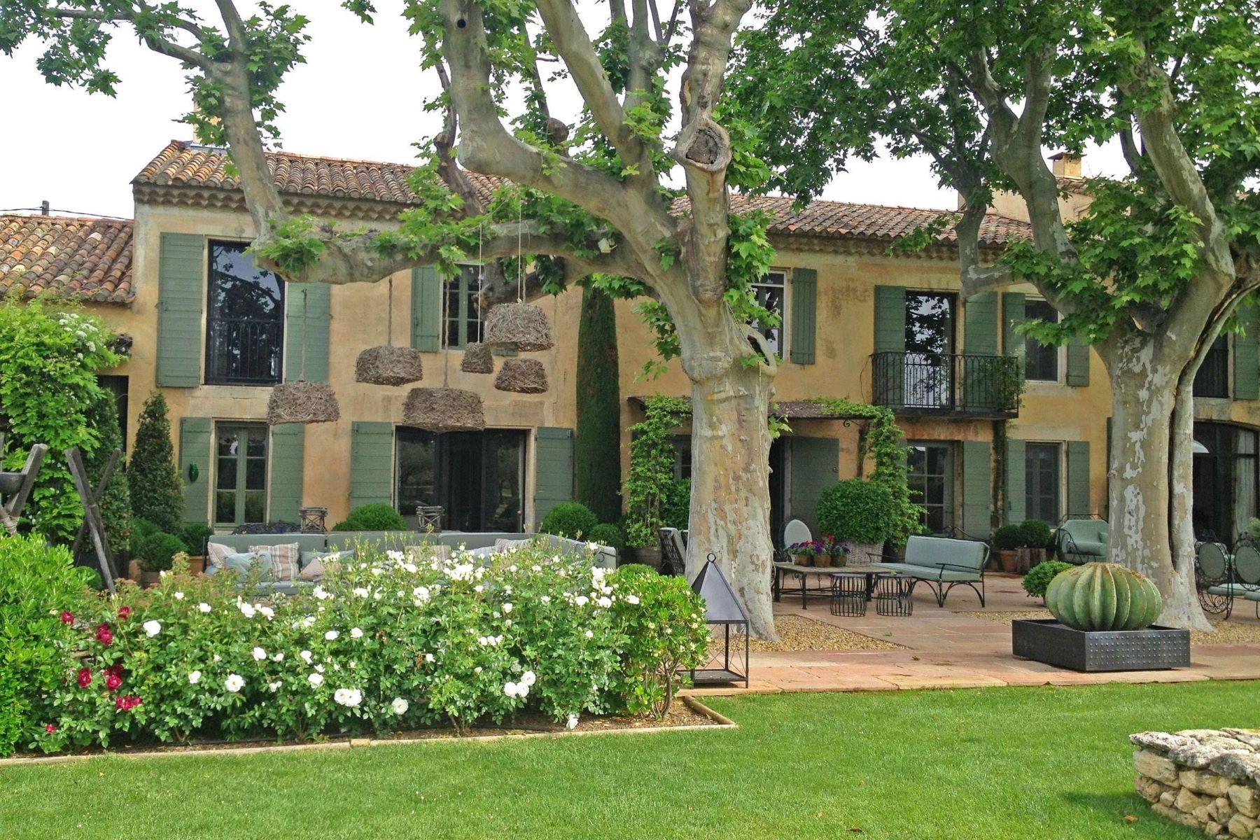 Single Family Homes por un Venta en luxurious typical provencal farmhouse close to st remy de provence Eygalieres, Provincia - Alpes - Costa Azul 13810 Francia