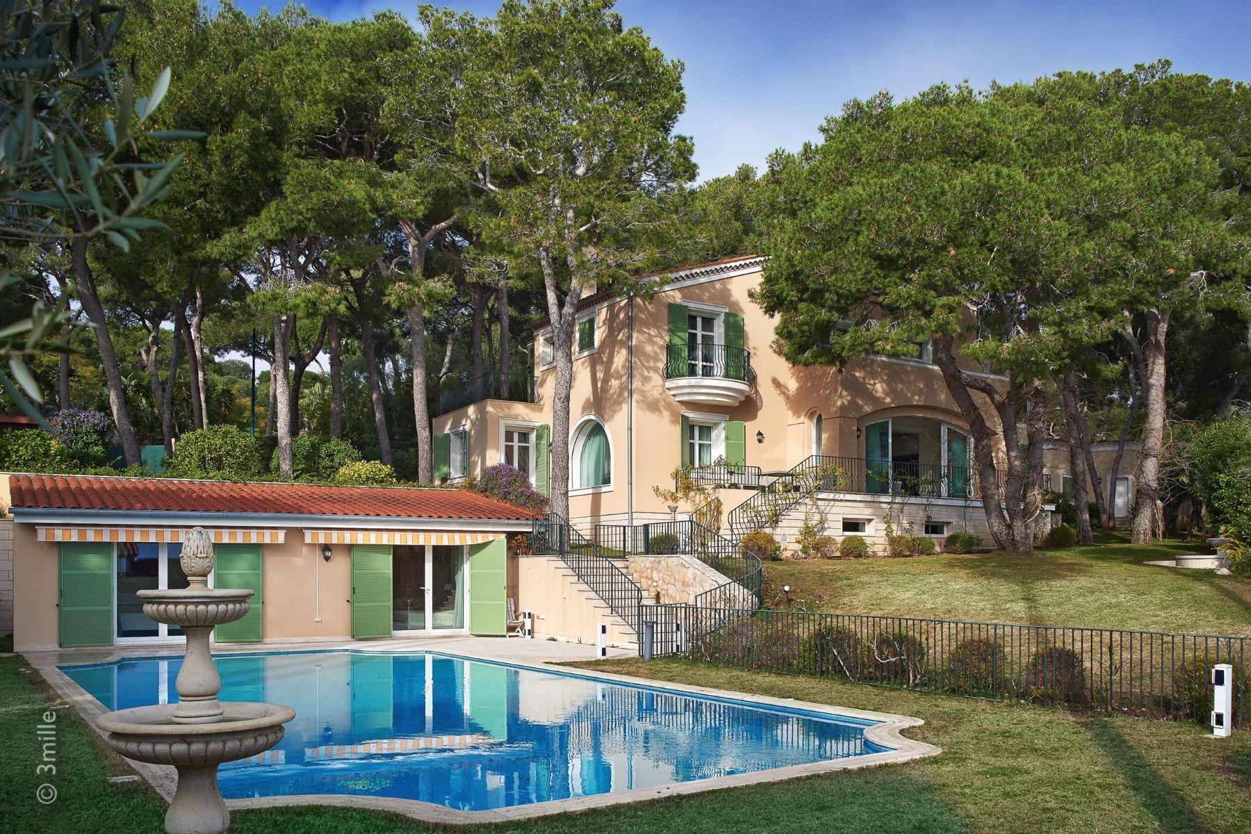 Single Family Homes for Sale at Magnificient renovated Villa on Saint-Jean-Cap-Ferrat Saint Jean Cap Ferrat, Provence-Alpes-Cote D'Azur 06230 France