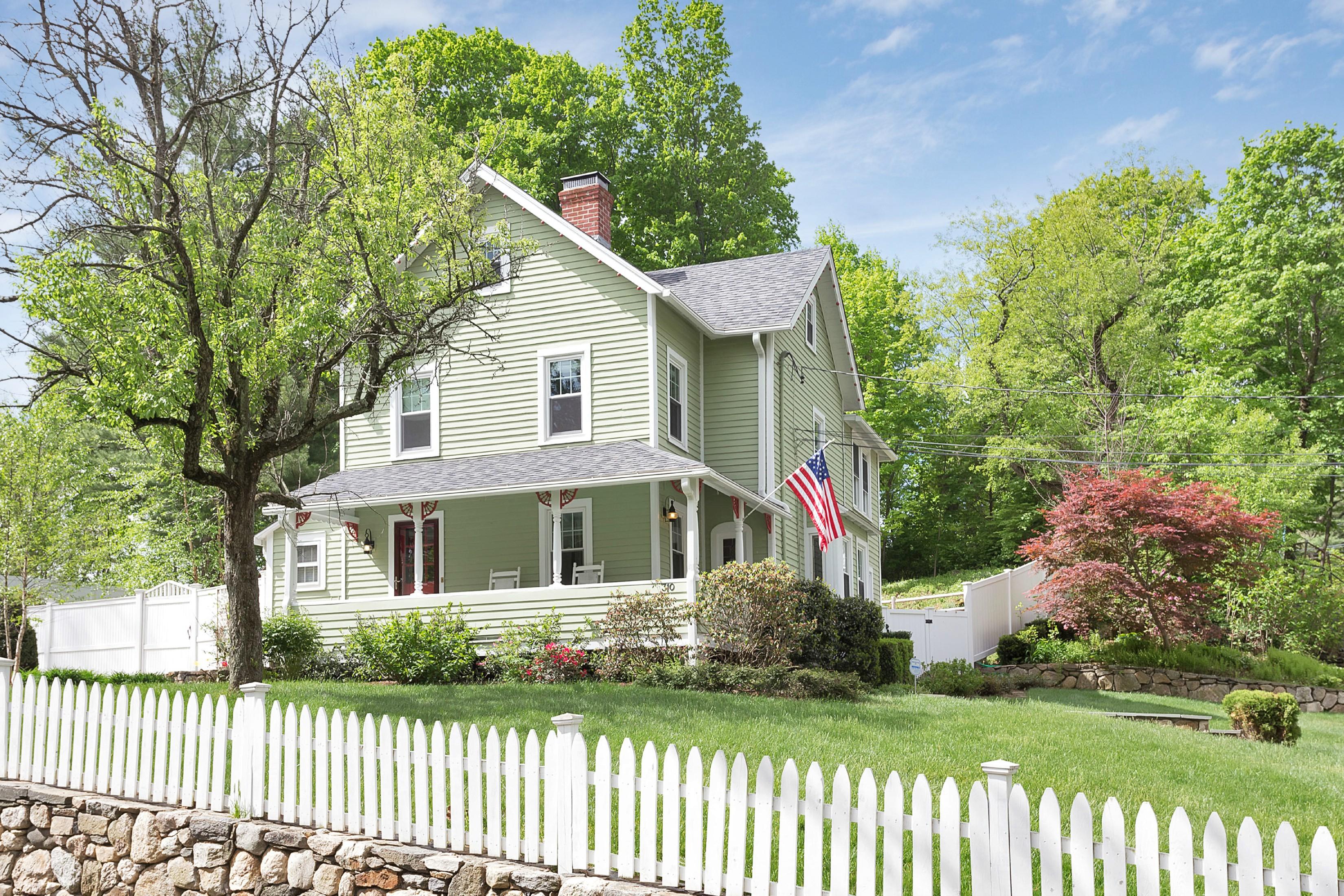 Частный односемейный дом для того Продажа на Enchantingly Victorian 310 Flax Hill Road Norwalk, Коннектикут 06854 Соединенные Штаты
