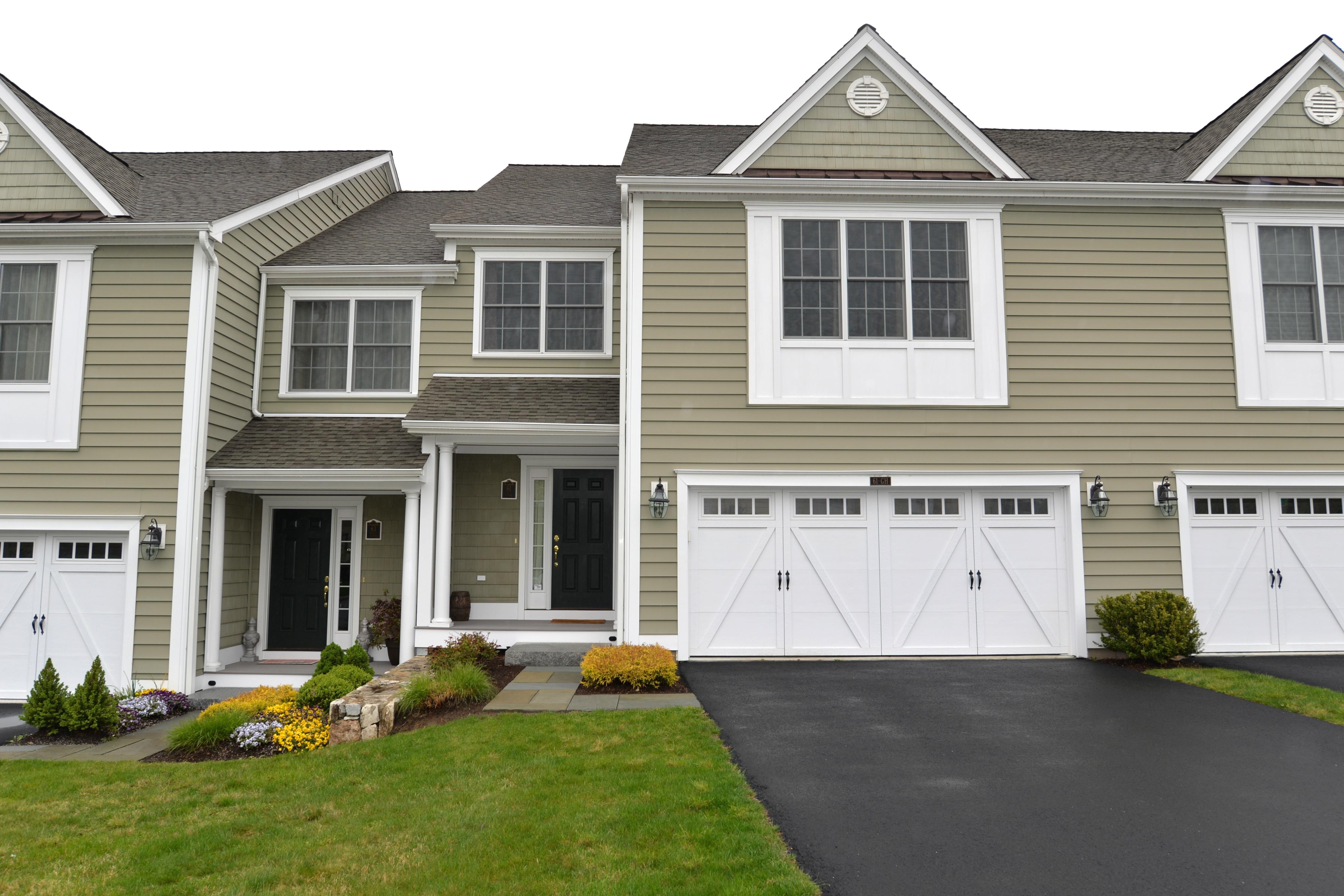 Maison accolée pour l Vente à Newbury Village Townhouse 61 Great Heron Lane 61 Brookfield, Connecticut 06804 États-Unis