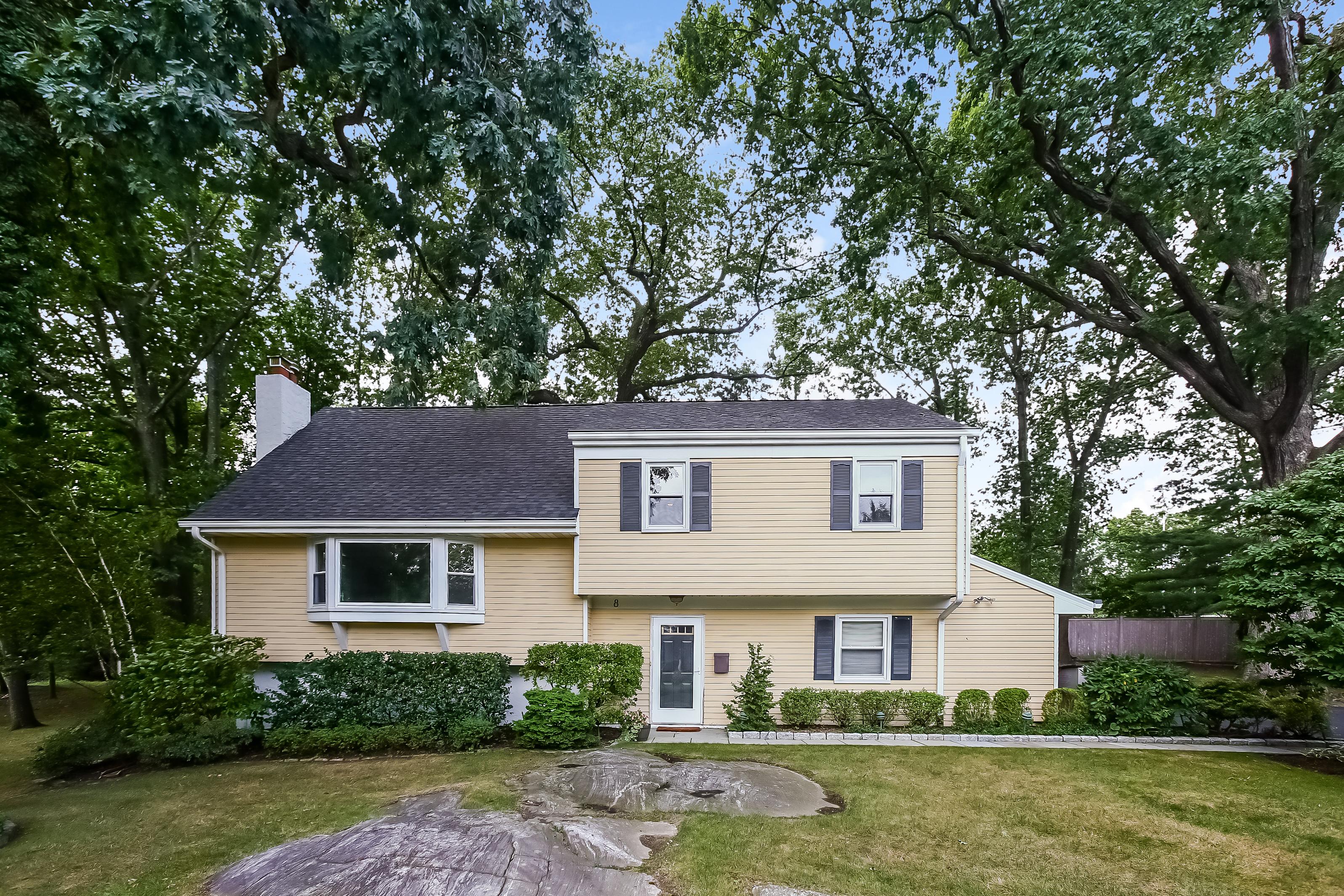 Einfamilienhaus für Verkauf beim 8 Sharon Lane Rye, New York, 10580 Vereinigte Staaten