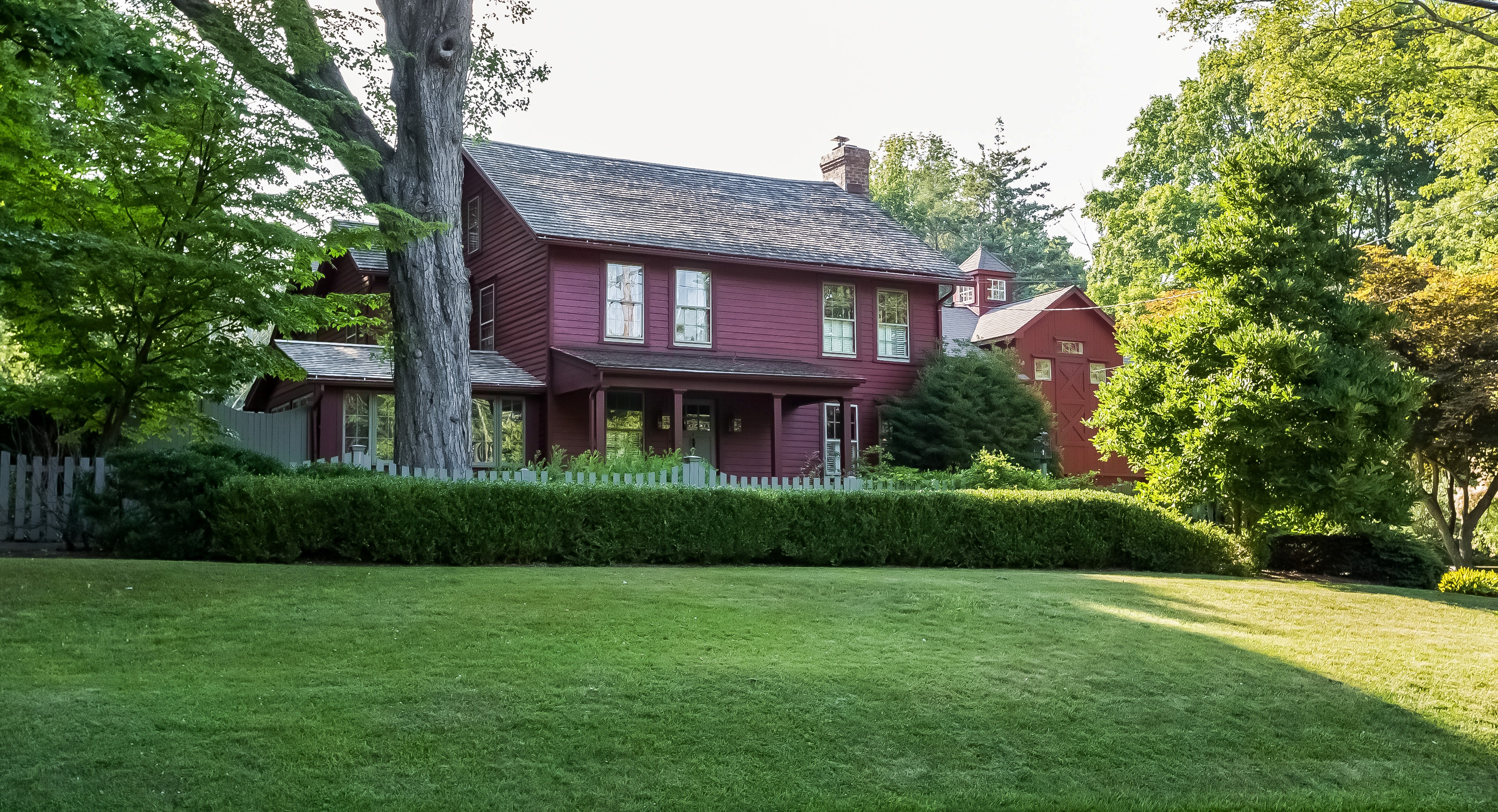 Casa Unifamiliar por un Venta en Beautiful Historic Home Close to Main Street 381 Wilton Road West Ridgefield, Connecticut, 06877 Estados Unidos