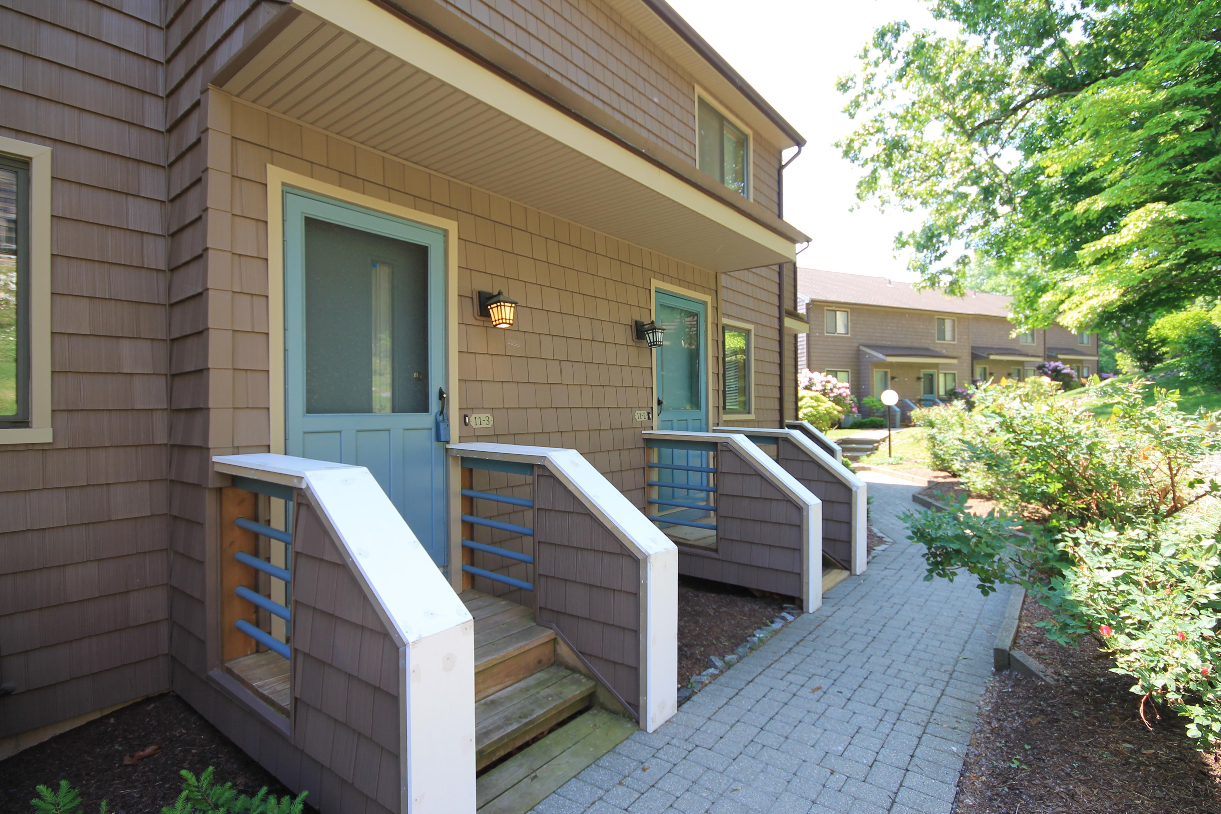 Maison de ville pour l Vente à Well Maintained Unit 166 Old Brookfield Road 11-3 Danbury, Connecticut 06811 États-Unis