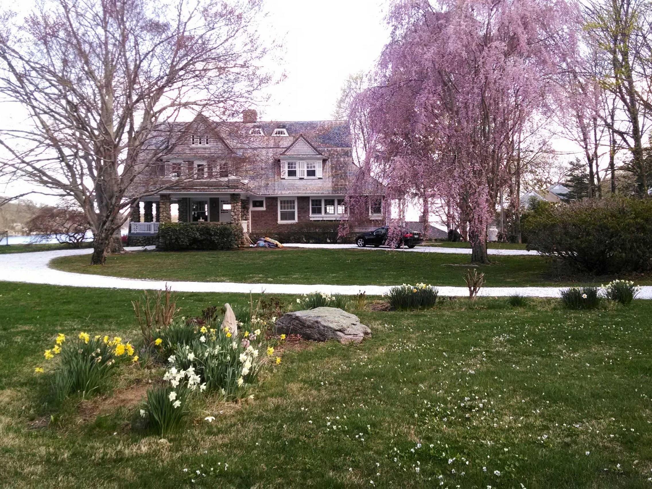 Casa Unifamiliar por un Venta en Private Waterfront Colonial Revival 23 Shawandassee Rd Waterford, Connecticut 06385 Estados Unidos