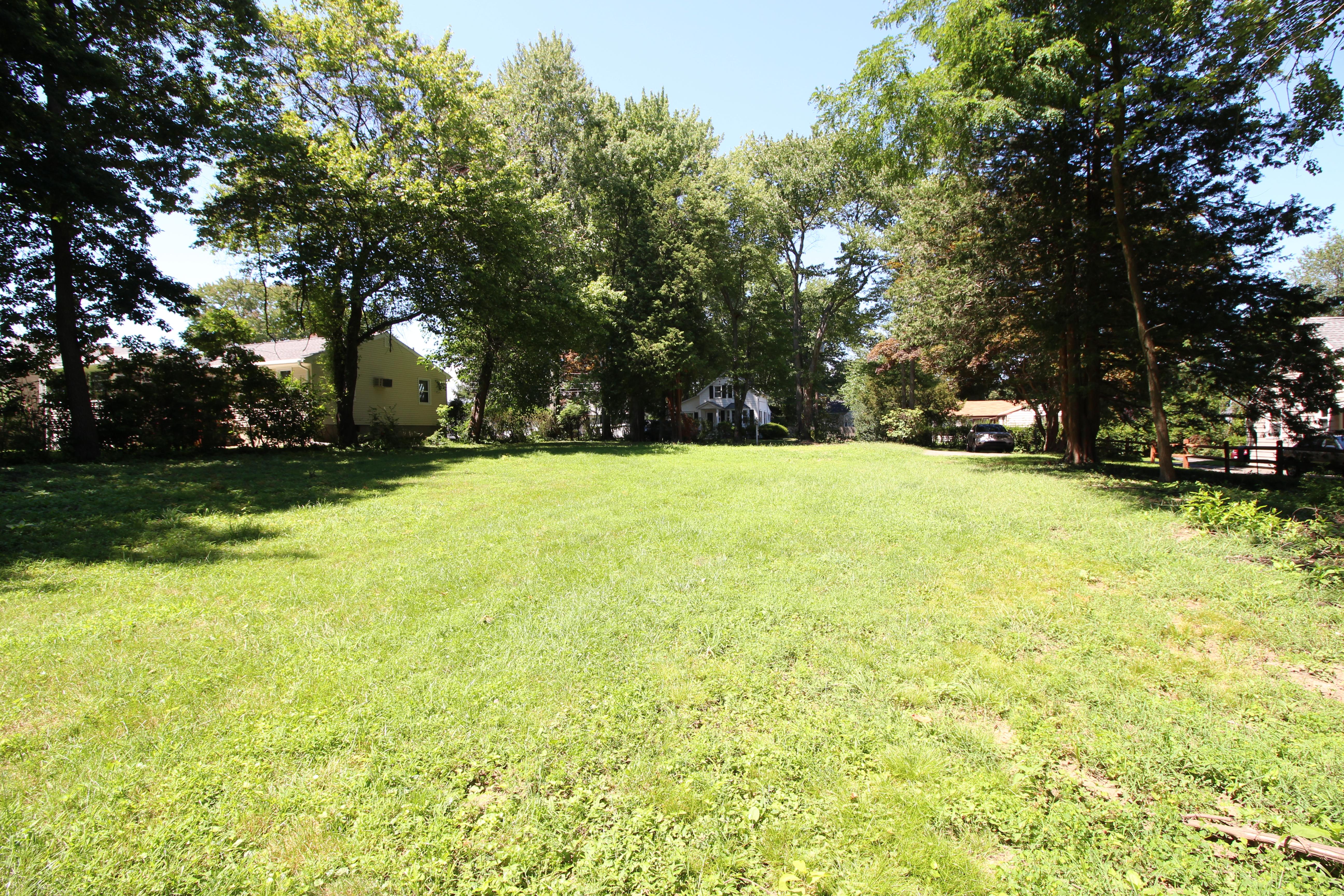Terrain pour l Vente à Improved and Approved Building Lot 31 Nolan Street Ext - Lot B Norwalk, Connecticut, 06850 États-Unis