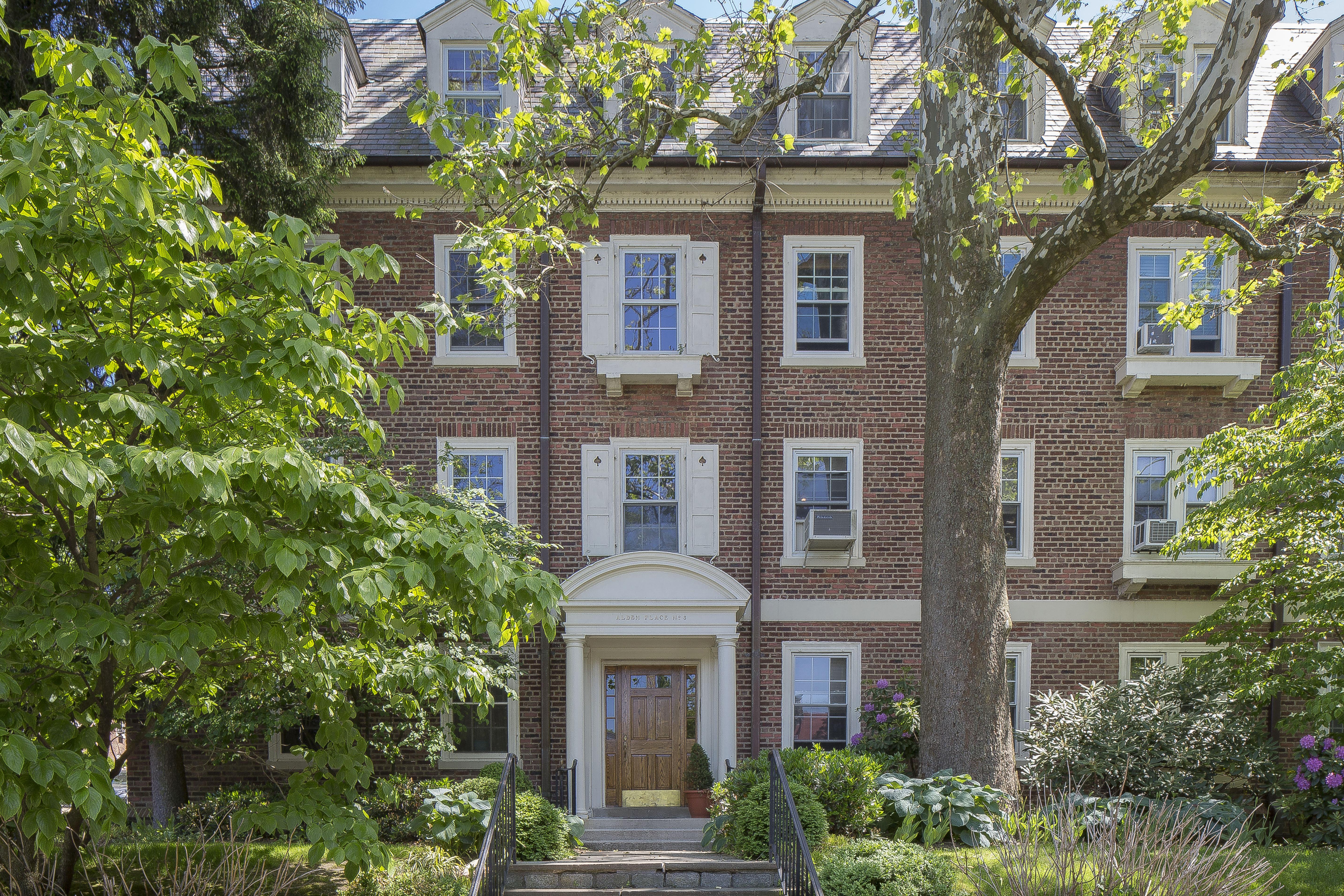 코압 용 매매 에 The Picture of Perfection! 3 Alden Place 4A Bronxville, 뉴욕, 10708 미국