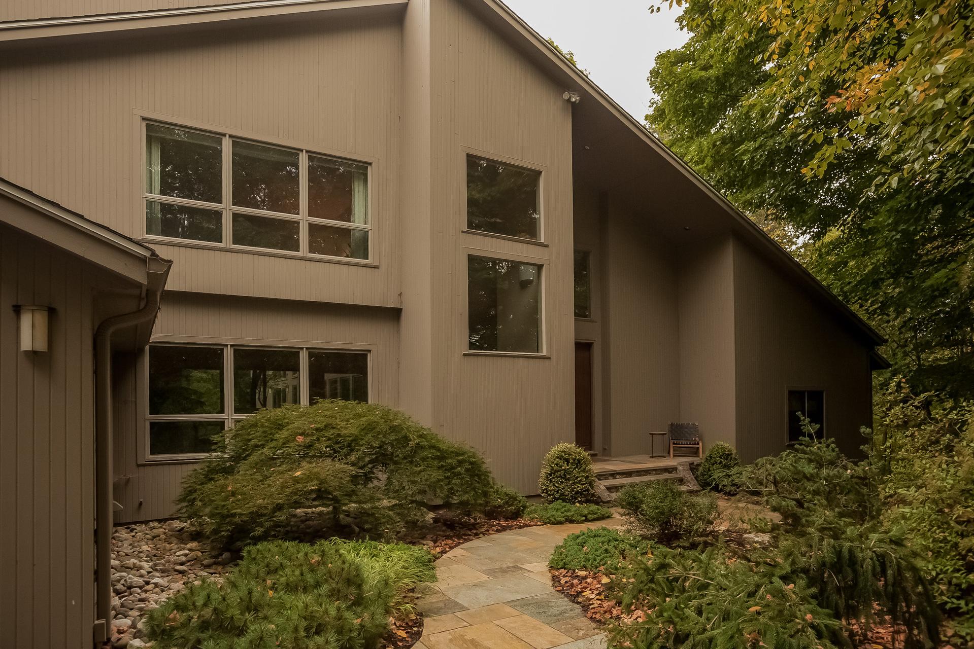 Property For Sale at 9 Stonehenge Pl