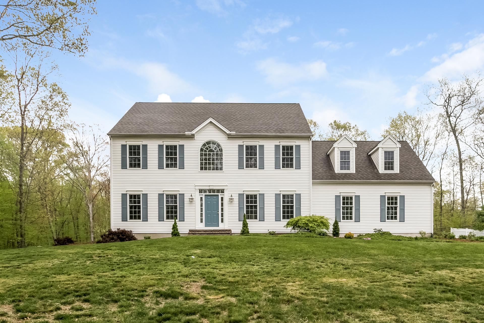 独户住宅 为 销售 在 49 James Vincent Dr 克林顿, 康涅狄格州, 06413 美国