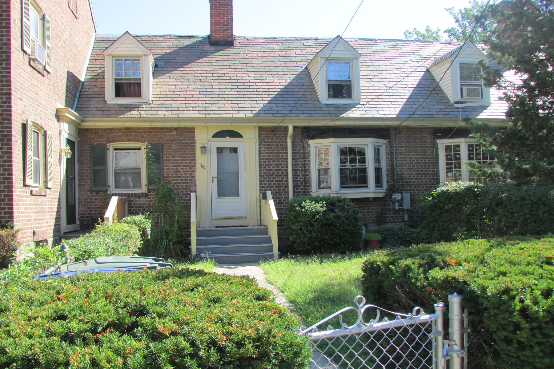 Кооперативная квартира для того Продажа на Great Opportunity 144 Alsace Street Bridgeport, Коннектикут 06604 Соединенные Штаты