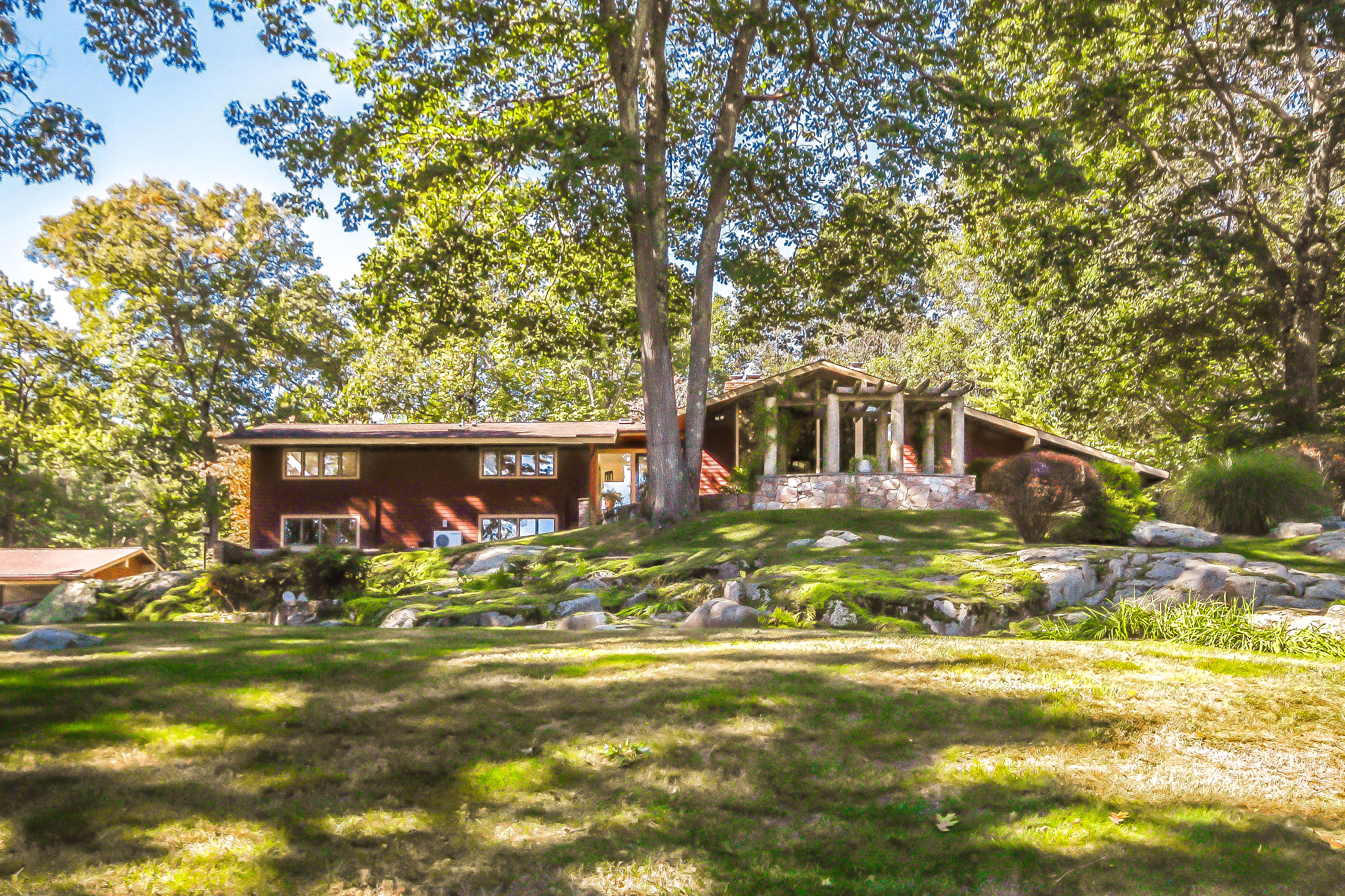 Casa Unifamiliar por un Venta en Privacy & Unparalleled Views 135 Old Branchville Road Ridgefield, Connecticut, 06877 Estados Unidos