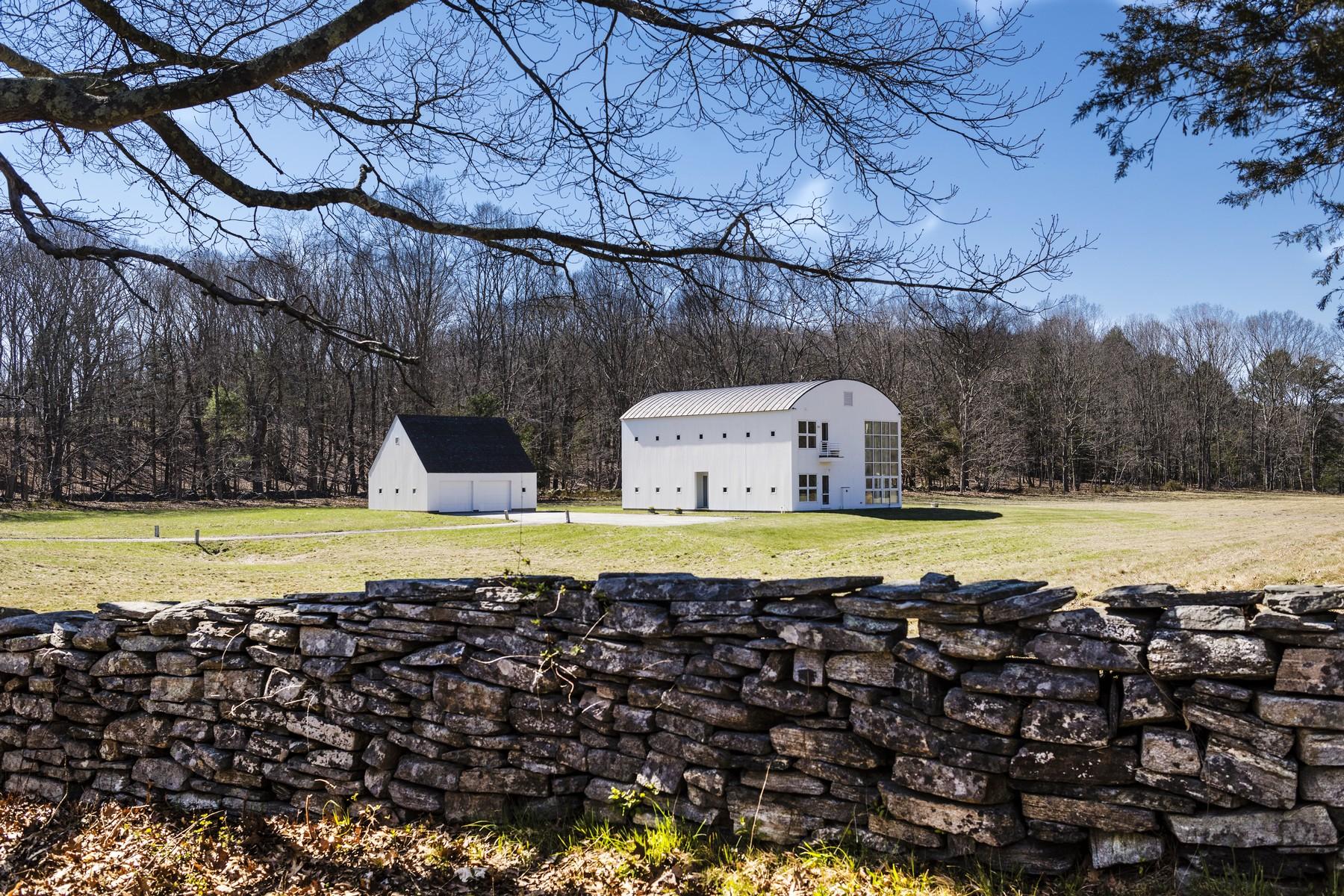 独户住宅 为 销售 在 Eleven acres of lush meadow surround the architecturally stunning, white barnlik 15 Selden Rd & 0 Selden Rd 莱姆, 康涅狄格州, 06371 美国