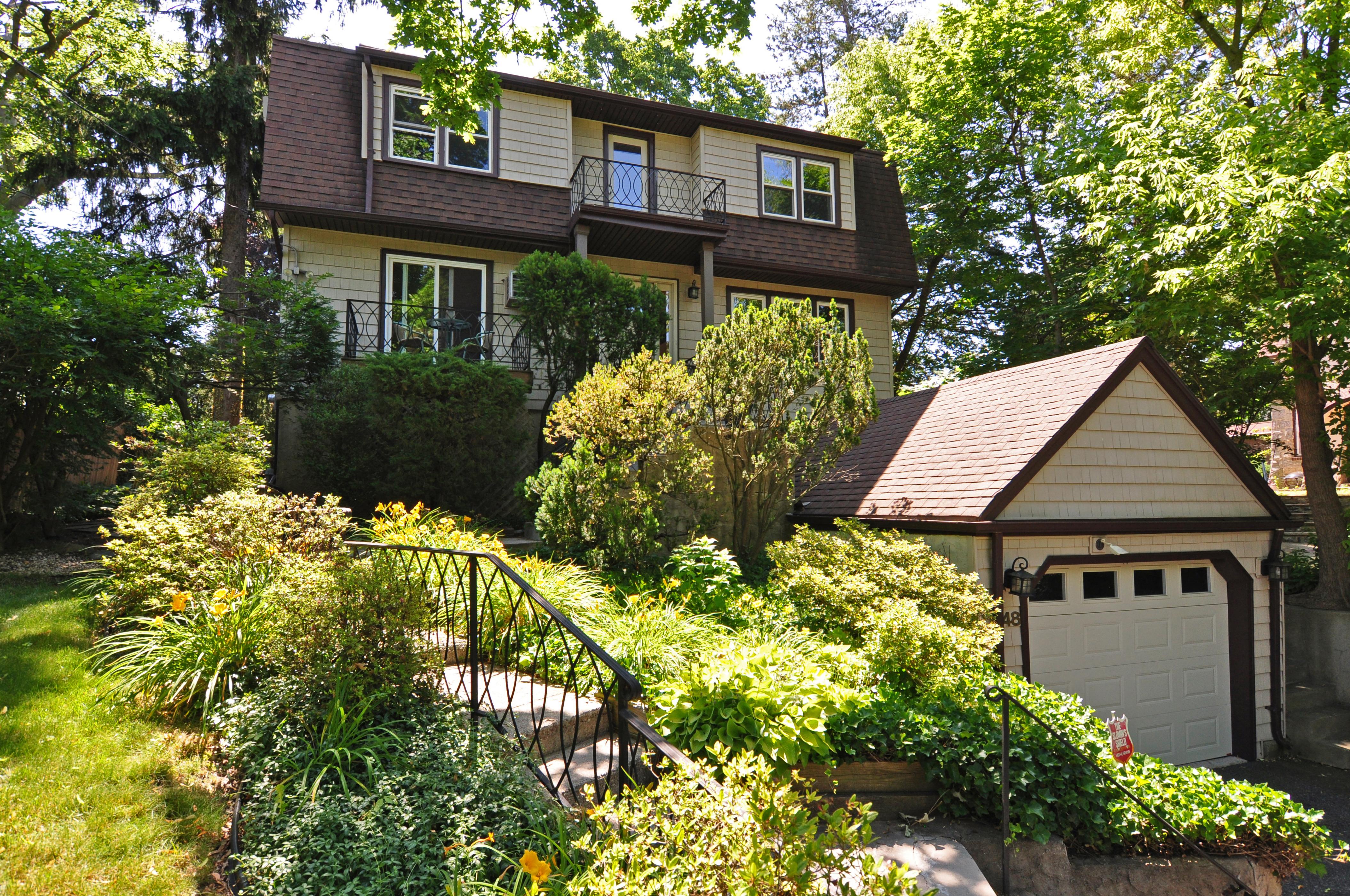 Einfamilienhaus für Verkauf beim Crestwood Colonial 148 Westchester Avenue Tuckahoe, New York, 10707 Vereinigte Staaten