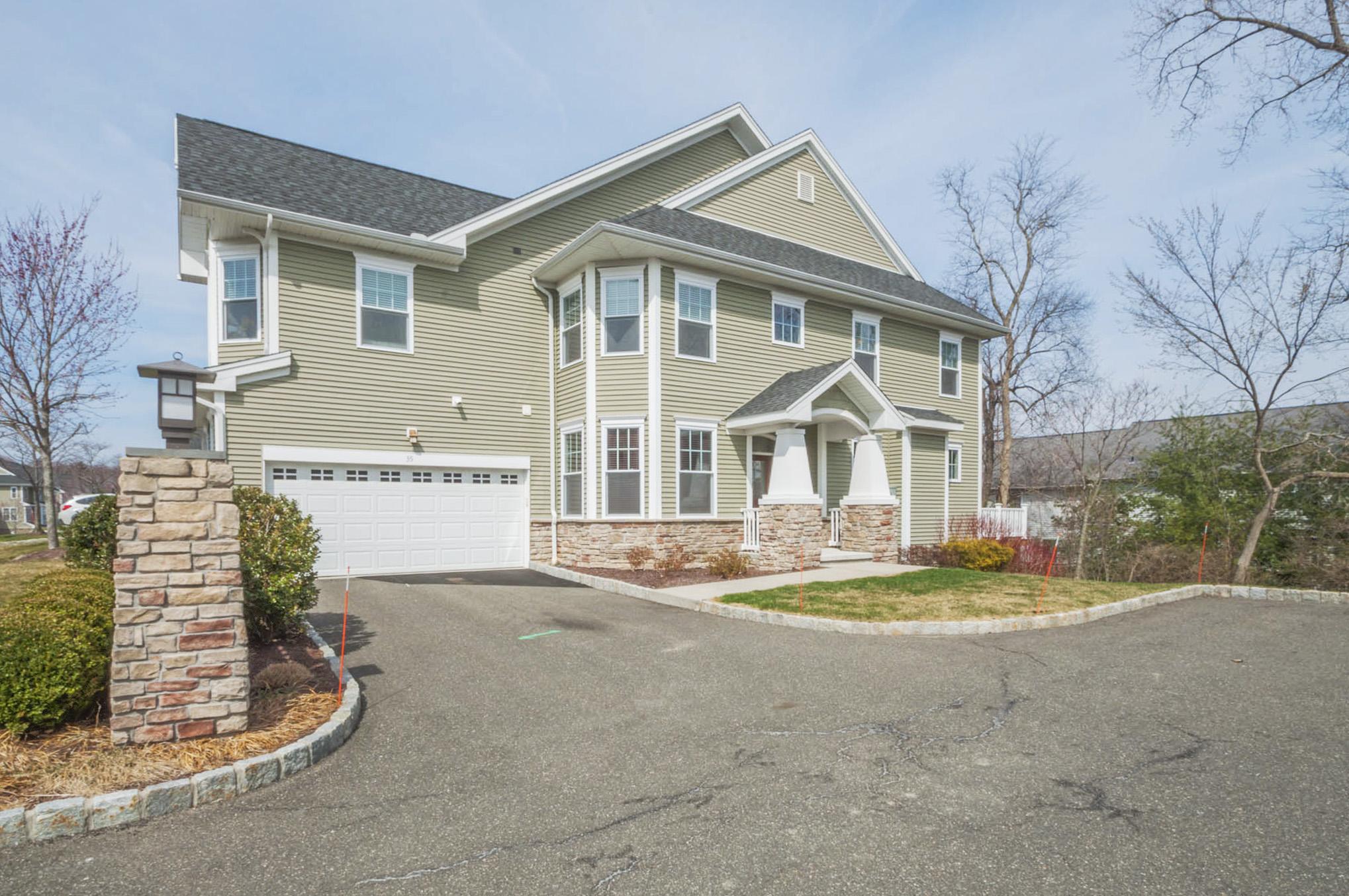 Stadthaus für Verkauf beim Luxury Townhouse 35 Tucker Street 35 Danbury, Connecticut, 06810 Vereinigte Staaten