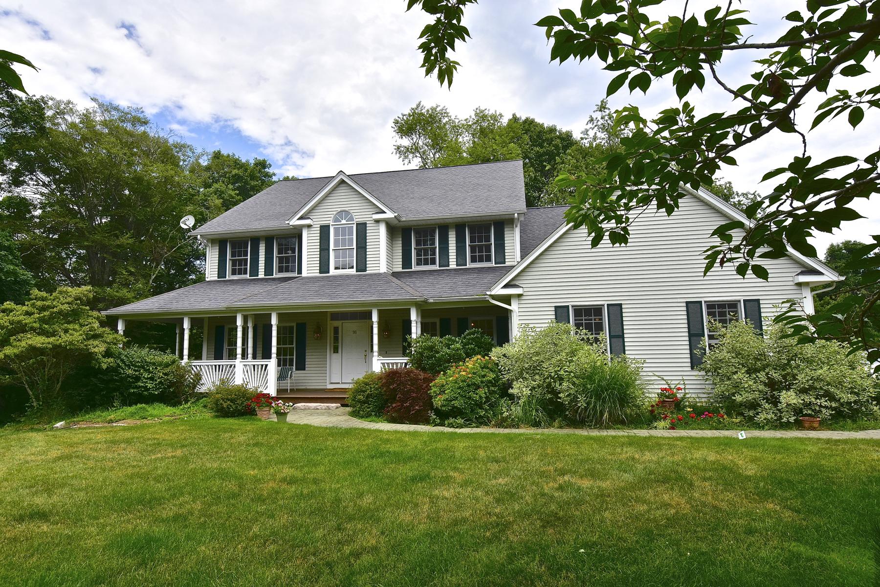 Nhà ở một gia đình vì Bán tại 98 Leetes Island Rd Guilford, Connecticut, 06437 Hoa Kỳ
