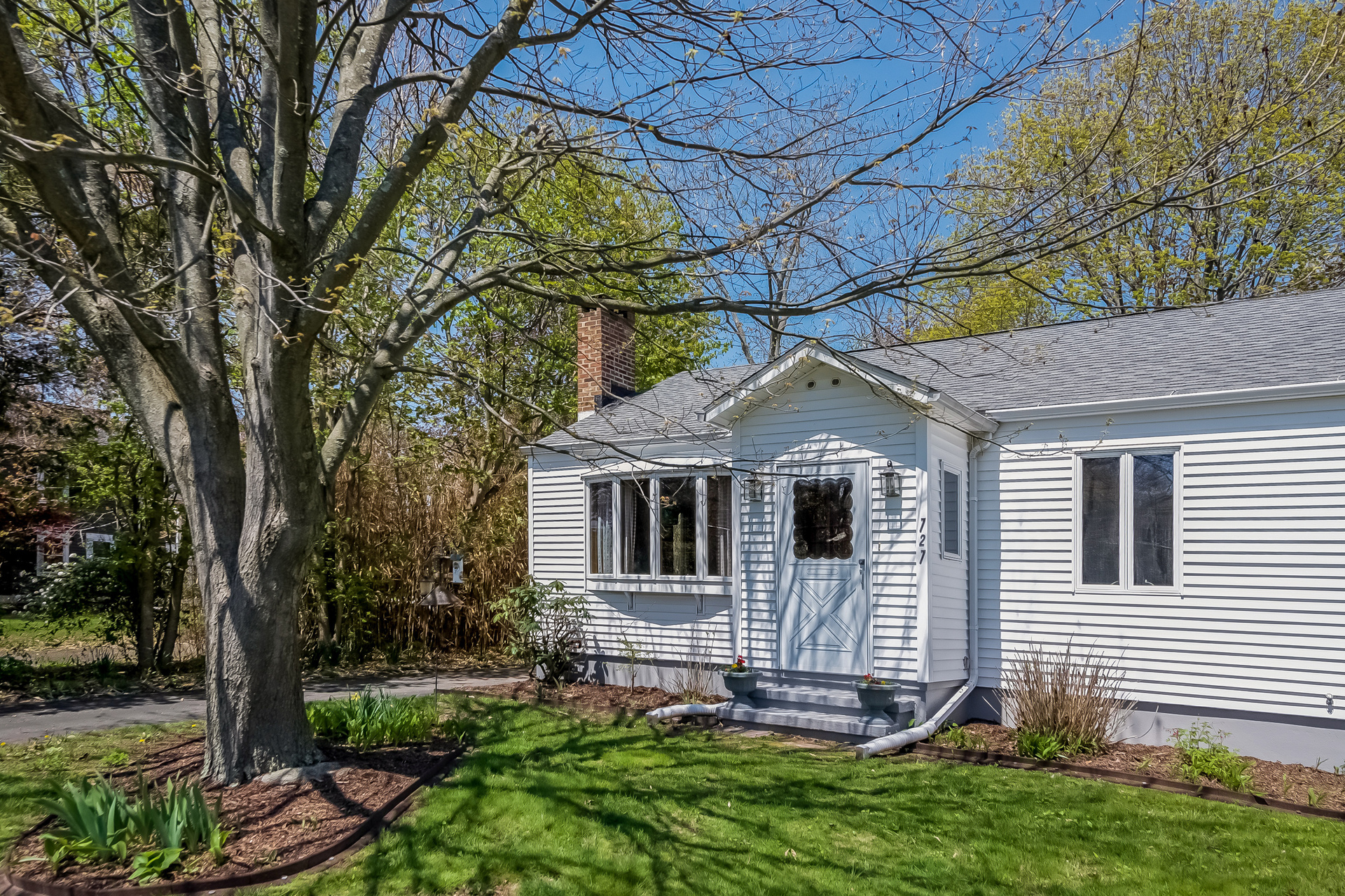 Maison unifamiliale pour l Vente à 727 Silver Sands Rd East Haven, Connecticut, 06512 États-Unis