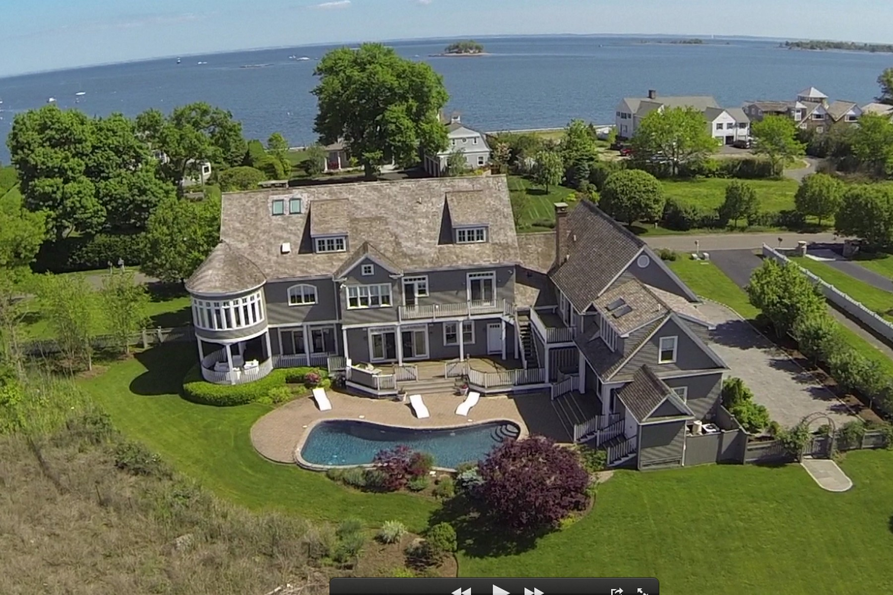 Casa Unifamiliar por un Venta en Seaside Retreat 7 Shorehaven Road Norwalk, Connecticut, 06855 Estados Unidos