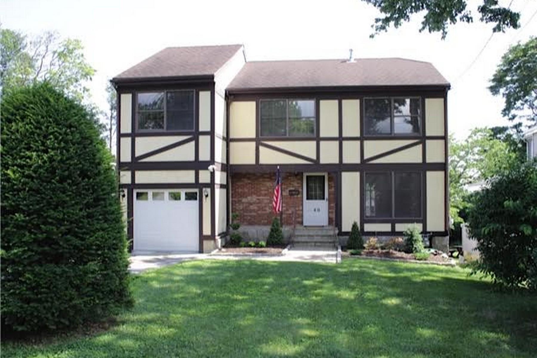 Vivienda unifamiliar por un Venta en Springdale Tudor 40 Cady Street Stamford, Connecticut 06907 Estados Unidos