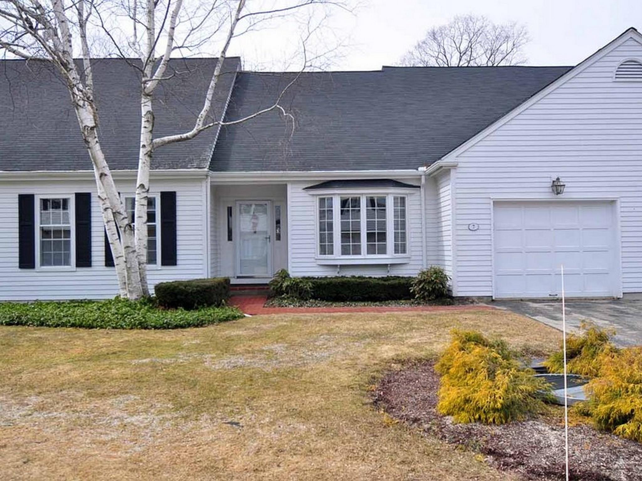 Condominio por un Venta en Updated Westleigh Condo 7 Emerson Court 19 Litchfield, Connecticut 06759 Estados Unidos