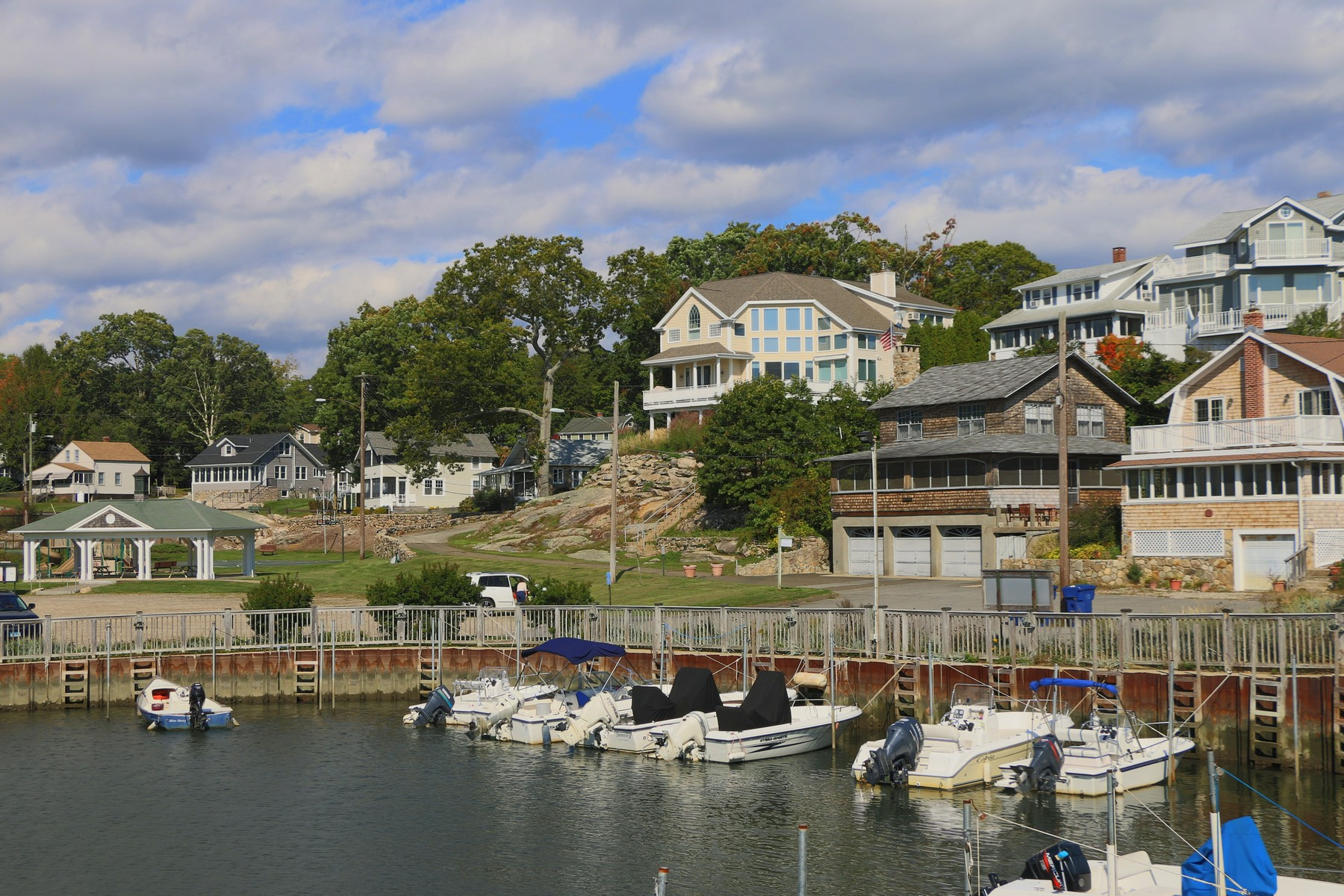 Vivienda unifamiliar por un Venta en Enjoy amazing views of Long Island Sound and Orient Point 89 Hillcrest Road Old Lyme, Connecticut, 06371 Estados Unidos