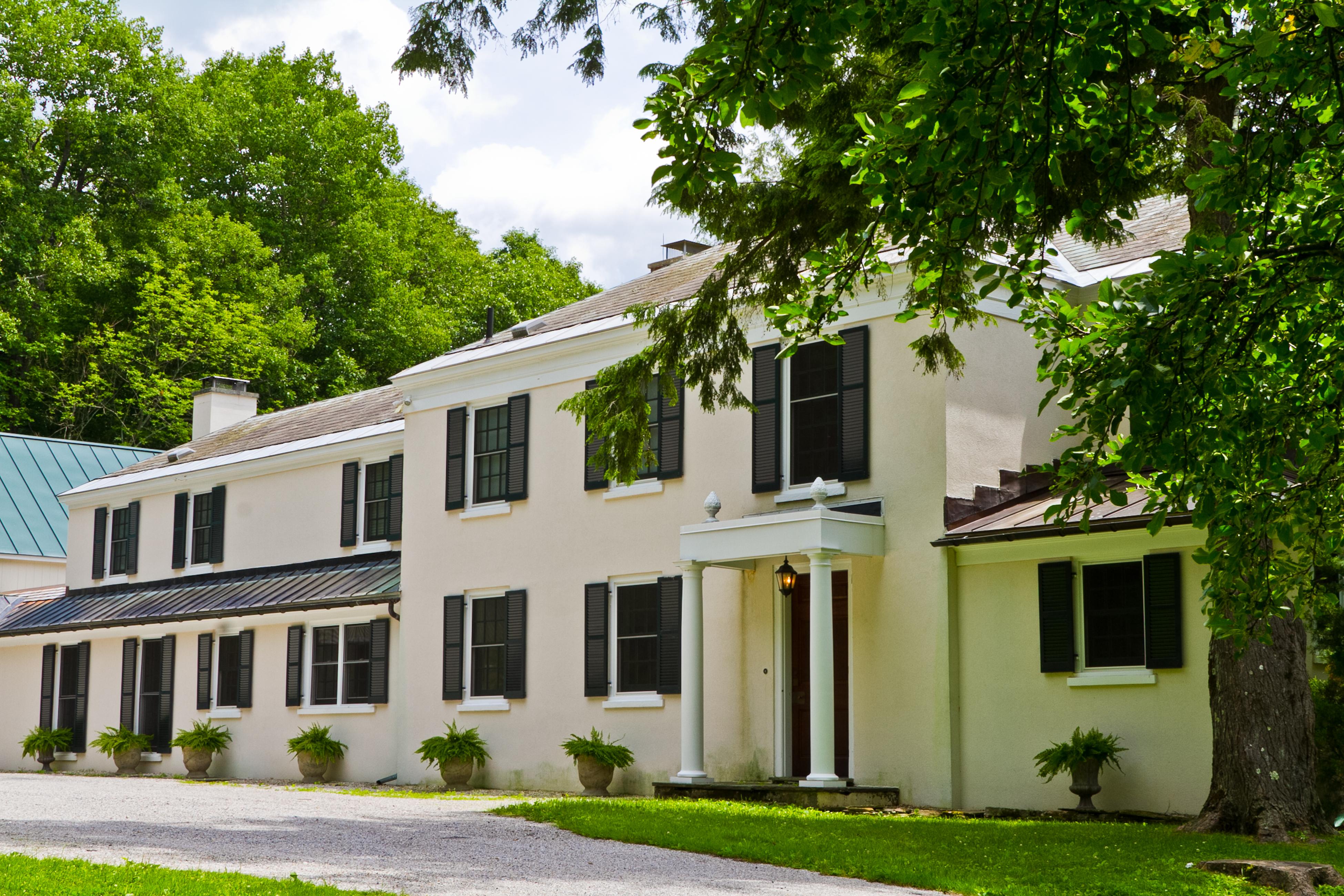 独户住宅 为 销售 在 Beautifully Updated 1920s Estate Home on 29 Acres, with Continental Panache 190 Torrey Woods Rd. Williamstown, 马萨诸塞州 01267 美国
