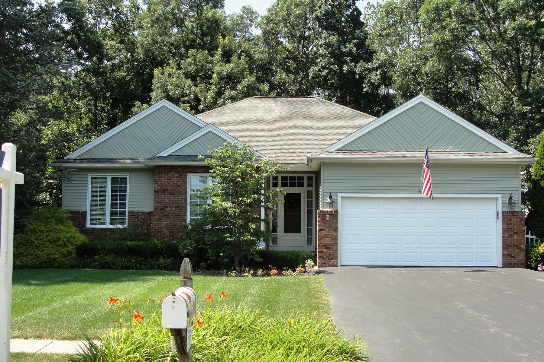 Casa Unifamiliar por un Venta en Better Than New - Perfect Condo Alternative 5 Jakobs Lndg Westbrook, Connecticut 06498 Estados Unidos