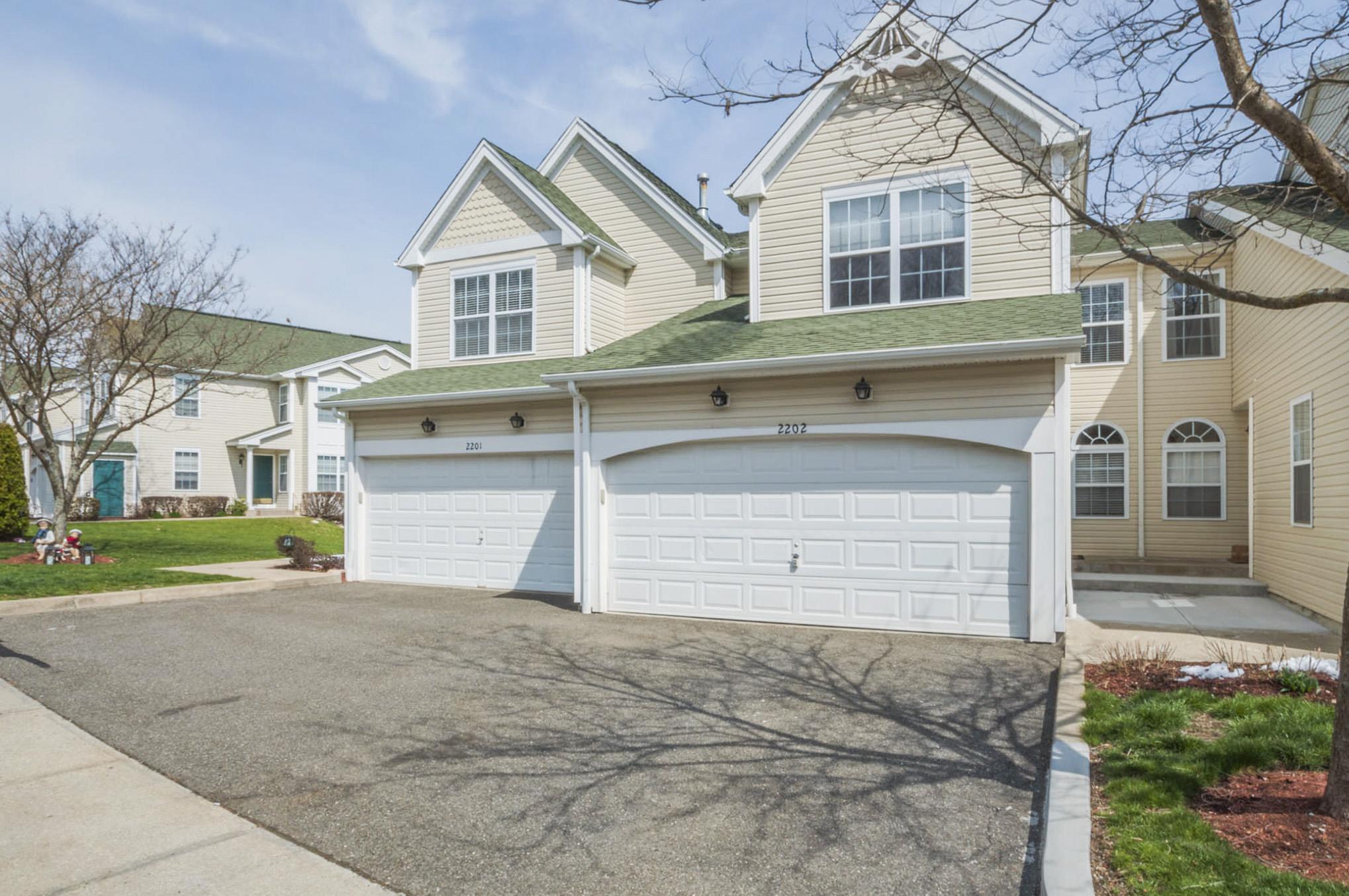联栋屋 为 销售 在 Luxury Simplistic Living 2202 Eaton Court 2202 丹伯里, 康涅狄格州, 06811 美国