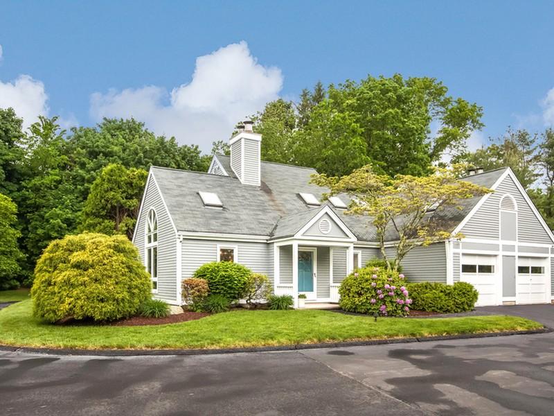 Casa Unifamiliar Adosada por un Venta en Centre Village 20 Centre Village Drive 20 Madison, Connecticut 06443 Estados Unidos