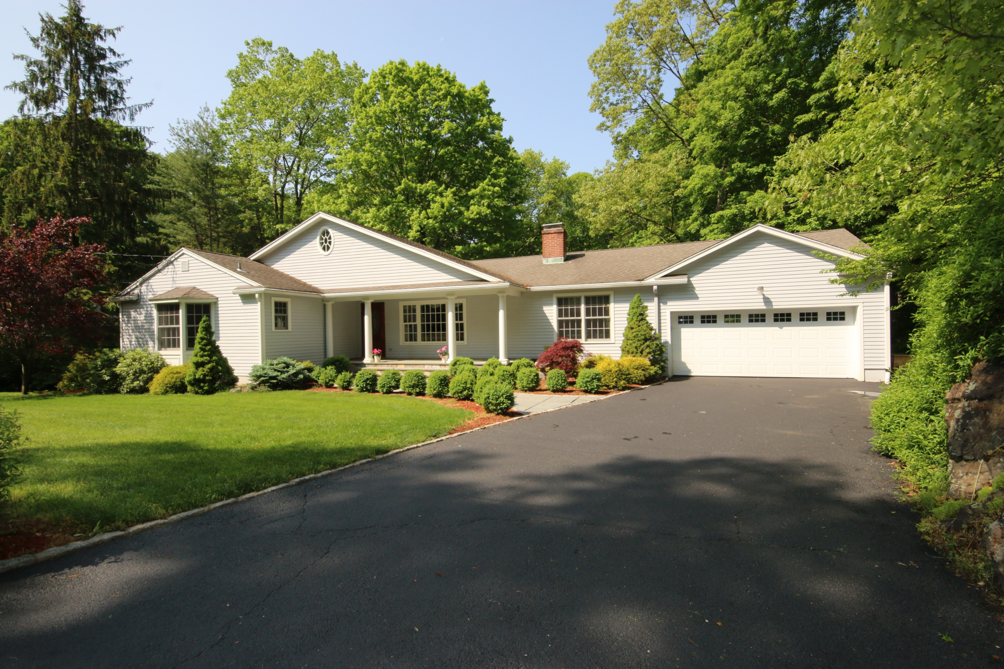 Single Family Home for Sale at Spacious Ranch on Quiet Cul de Sac 10 Kiahs Brook Lane Ridgefield, Connecticut, 06877 United States