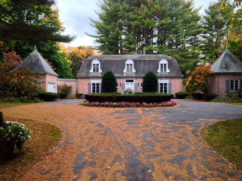 独户住宅 为 销售 在 Country Chateau on Manor Lane 145 Hurlburt Road Great Barrington, 马萨诸塞州 01230 美国