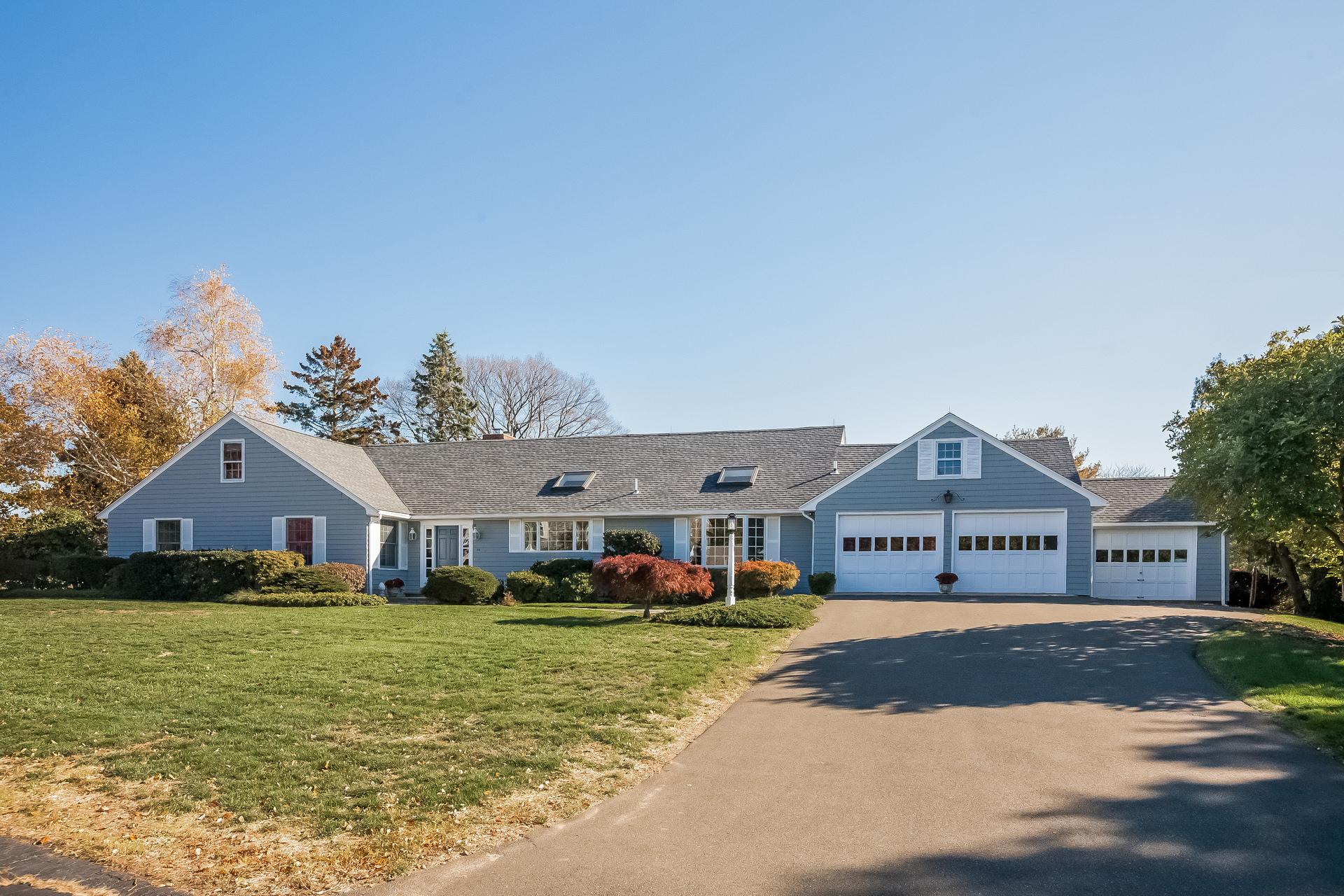 Vivienda unifamiliar por un Venta en 29 Grove Hill Rd Guilford, Connecticut 06437 Estados Unidos