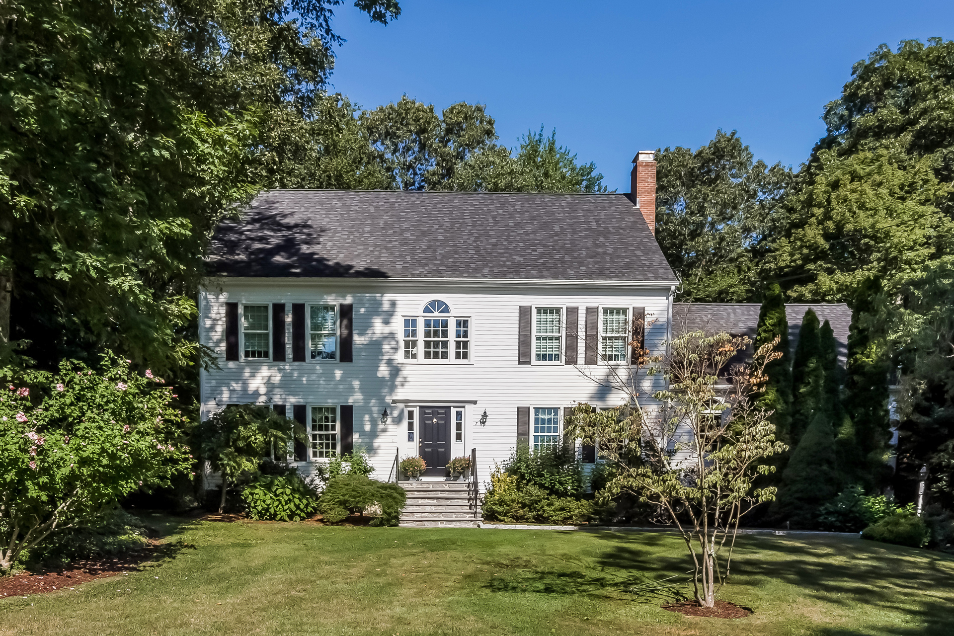 Single Family Home for Sale at 7 Hampton Ct Guilford, Connecticut, 06437 United States