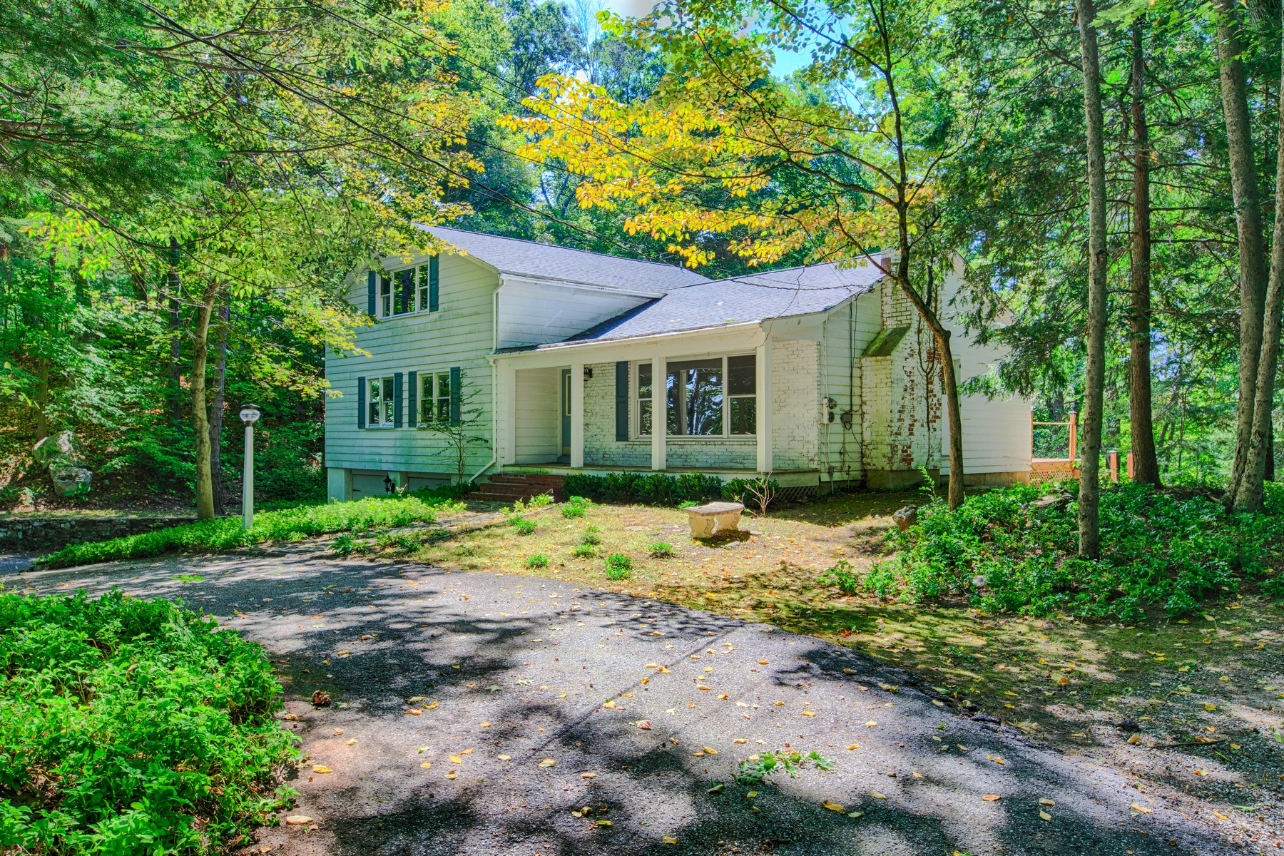 Villa per Vendita alle ore Solid & Spacious 87 Poplar Road Ridgefield, Connecticut 06877 Stati Uniti