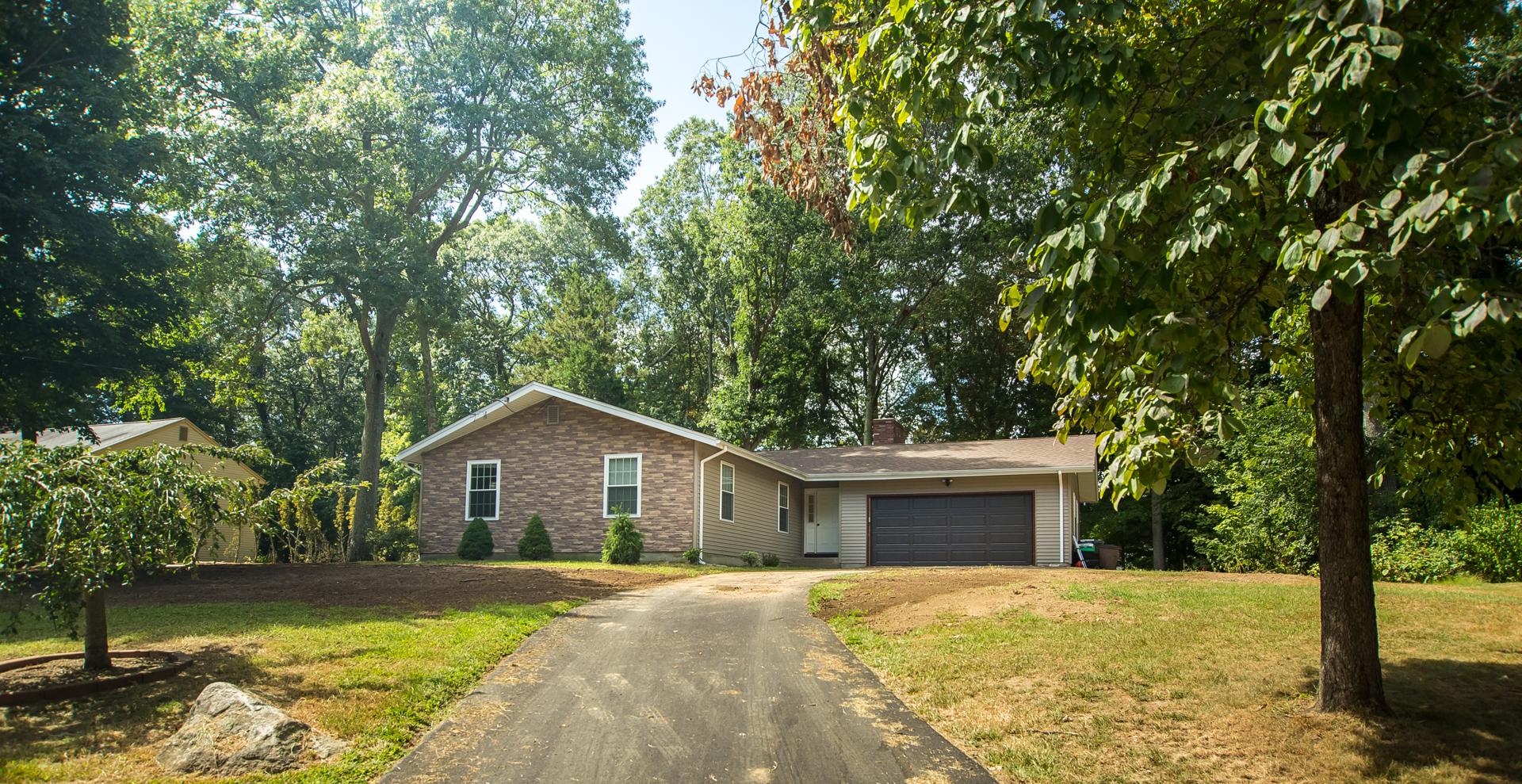 Einfamilienhaus für Verkauf beim One Level Ranch 11 South Ridge Road East Lyme, Connecticut 06357 Vereinigte Staaten