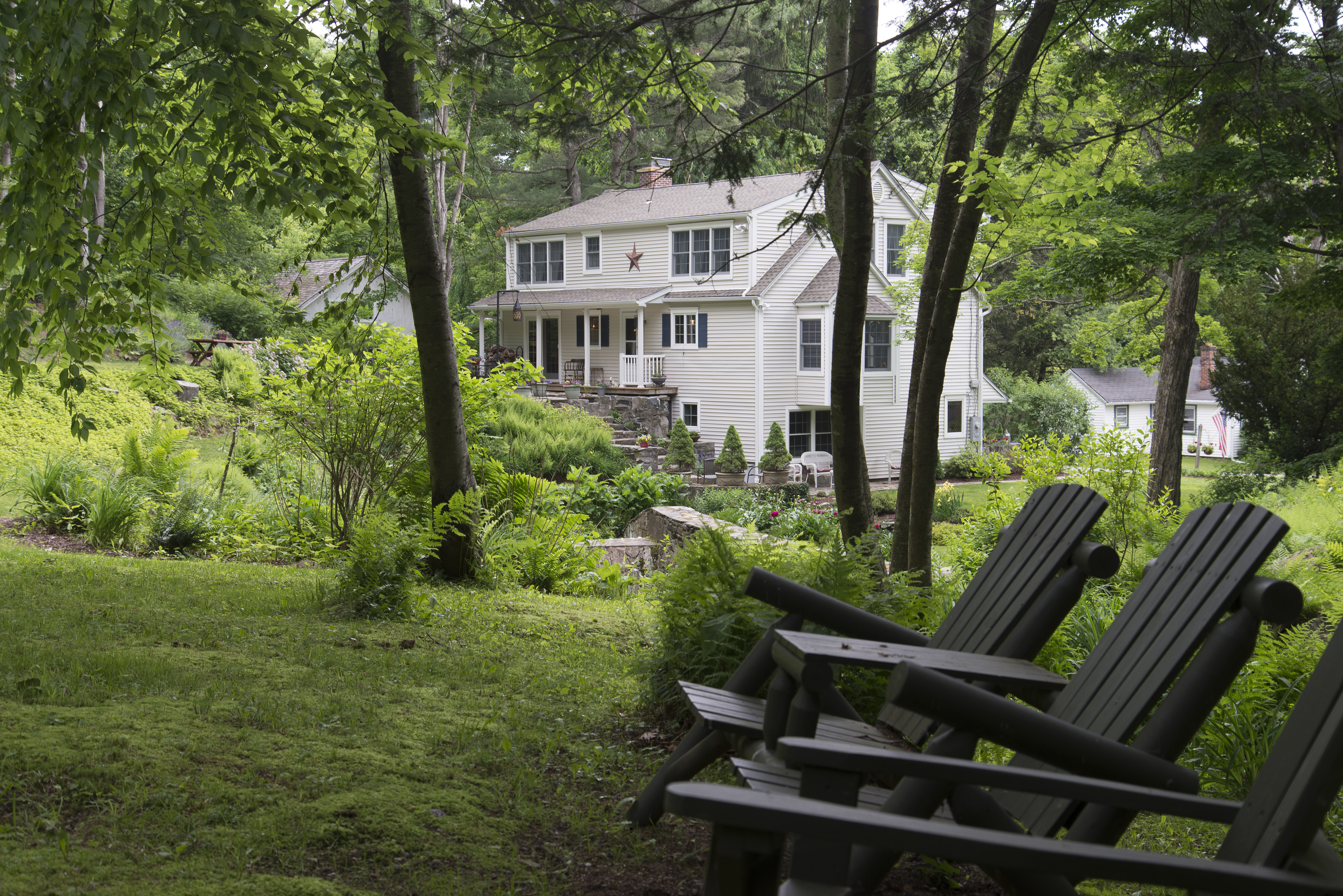 Maison unifamiliale pour l Vente à In-Town Colonial 67 River Road Washington, Connecticut 06794 États-Unis