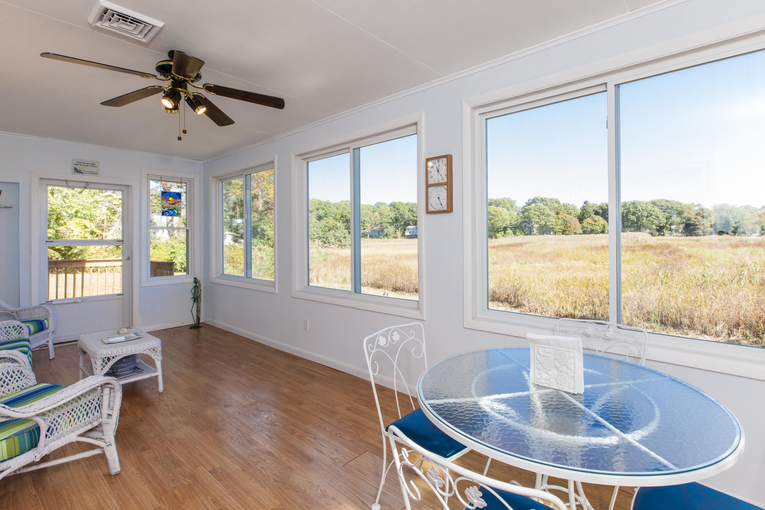 Maison unifamiliale pour l Vente à 58 Neptune Dr Old Saybrook, Connecticut, 06475 États-Unis