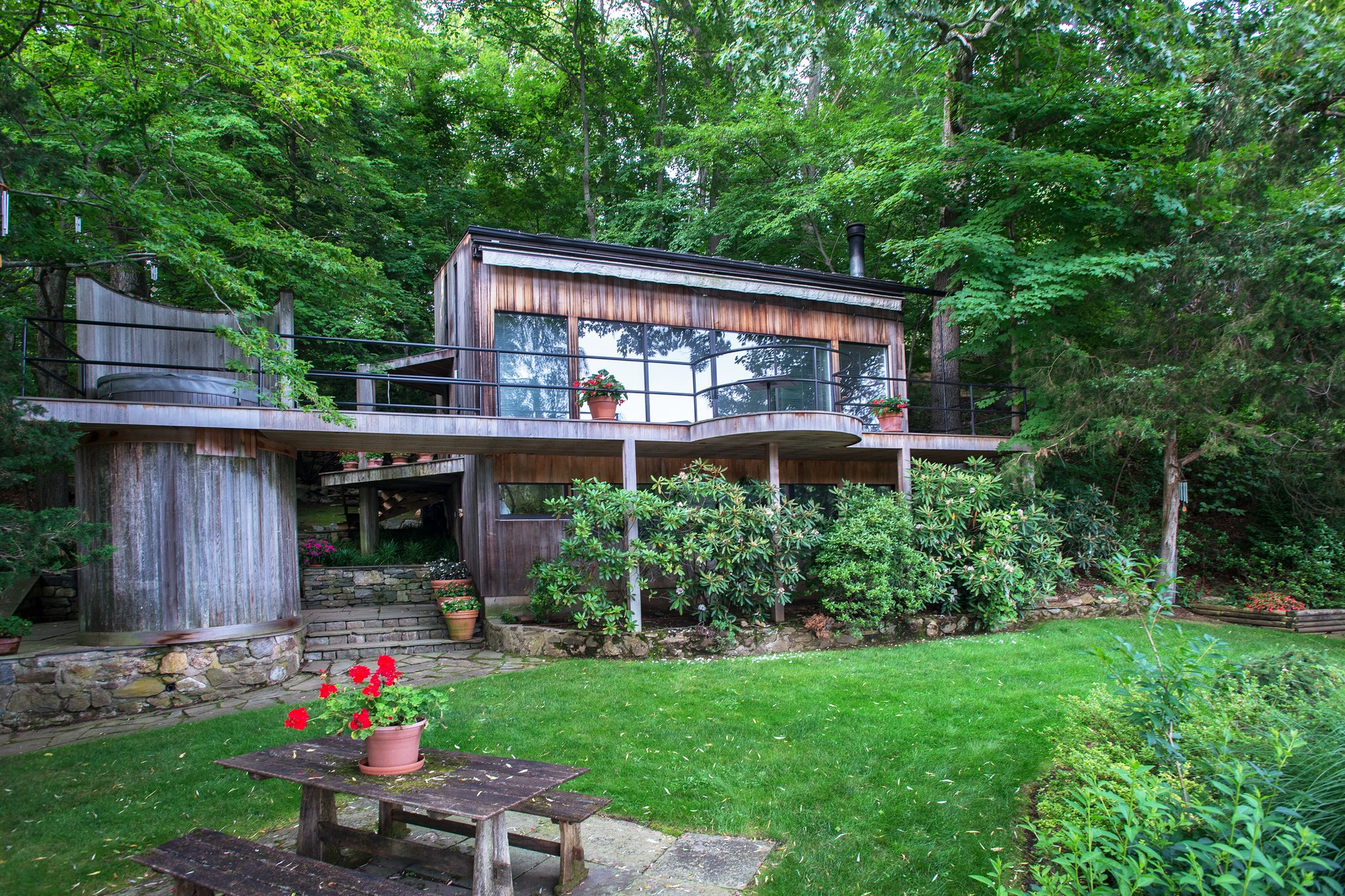 Maison unifamiliale pour l Vente à Direct Lake Front 239 Mountain Road Ridgefield, Connecticut 06877 États-Unis