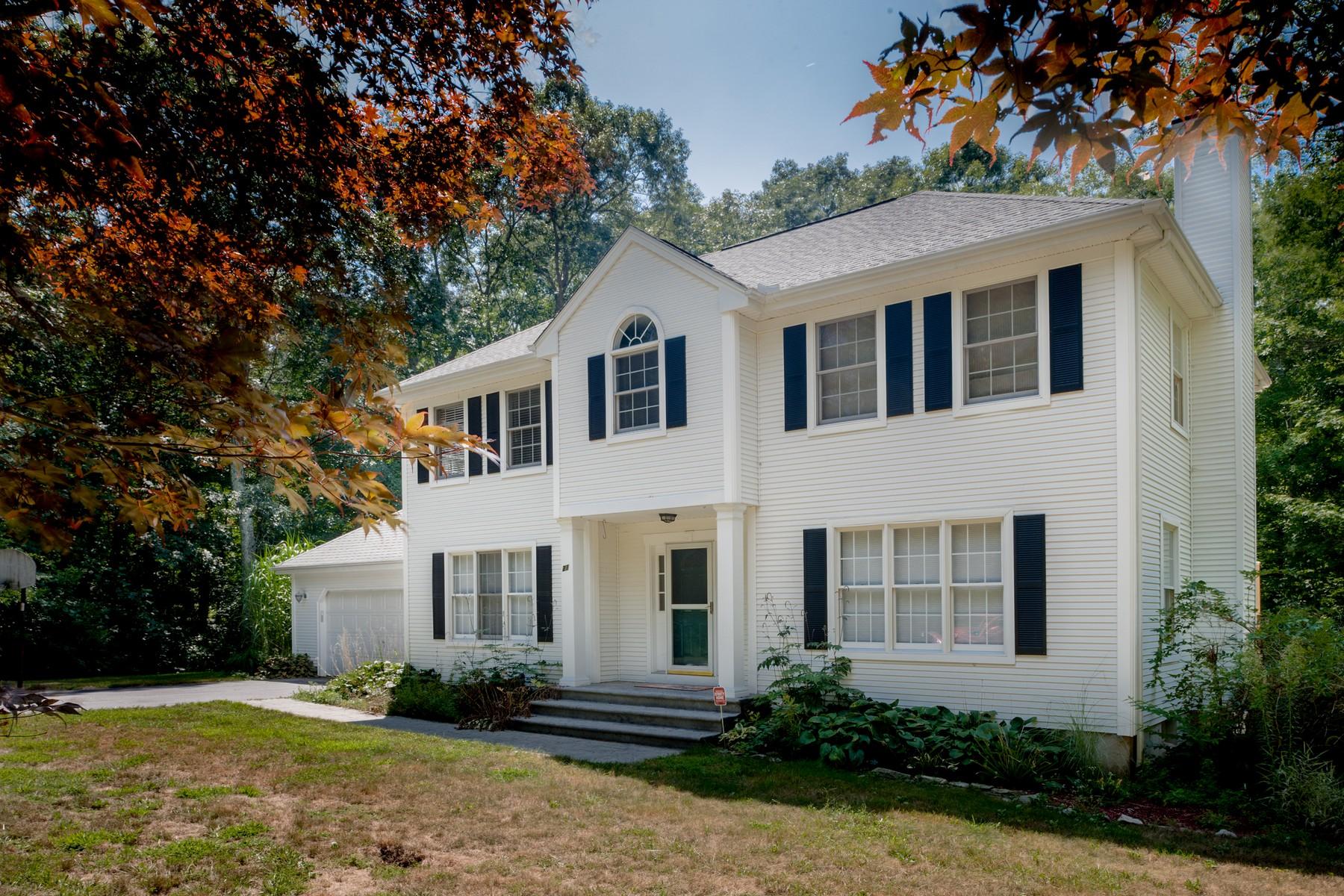 Einfamilienhaus für Verkauf beim Highly Desired Neighborhood 21 Payer Lane Groton, Connecticut 06355 Vereinigte Staaten