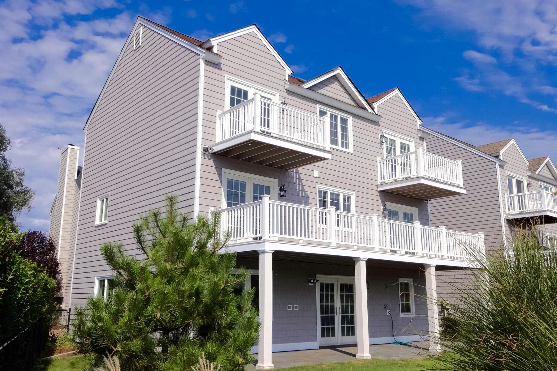 Single Family Home for Sale at Fairfield Beach Townhouse 672 Fairfield Beach Road Fairfield, Connecticut, 06824 United States