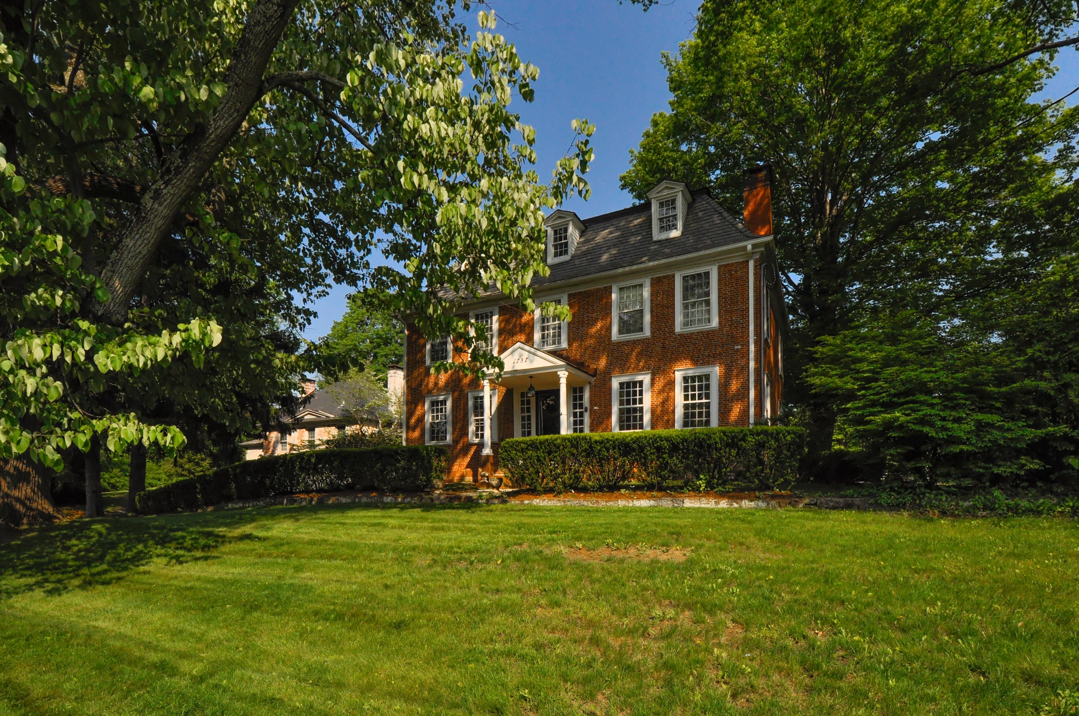 Nhà ở một gia đình vì Bán tại Rochambeau House 1030,1050 Main Street North Southbury, Connecticut, 06488 Hoa Kỳ