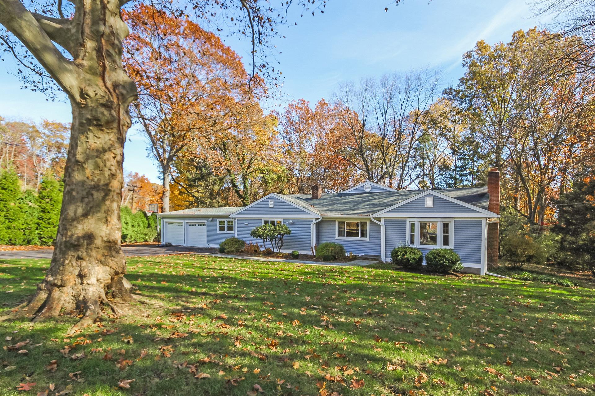 独户住宅 为 销售 在 180 West Rocks Road 诺瓦克, 康涅狄格州, 06851 美国